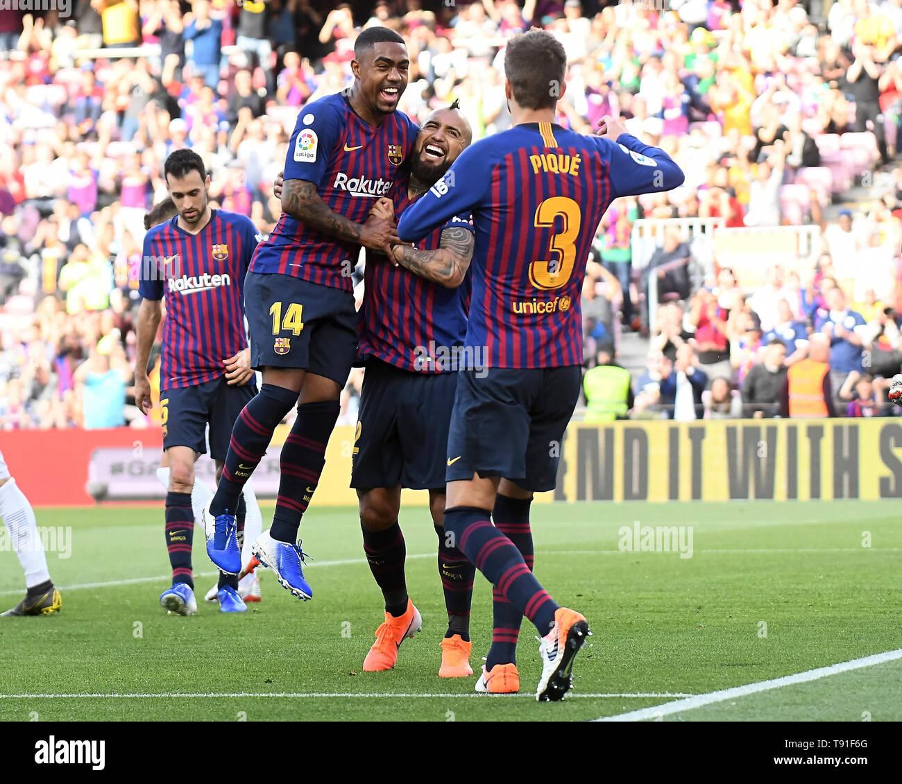 Arturo Vidal of FC Barcelona celebrates his goal with his teammates during the match between FC Barcelona vs Getafe CF of LaLiga, date 20, 2018-2019 season. Camp Nou Stadium. Barcelona, Spain - 12 may 2019 - Stock Image