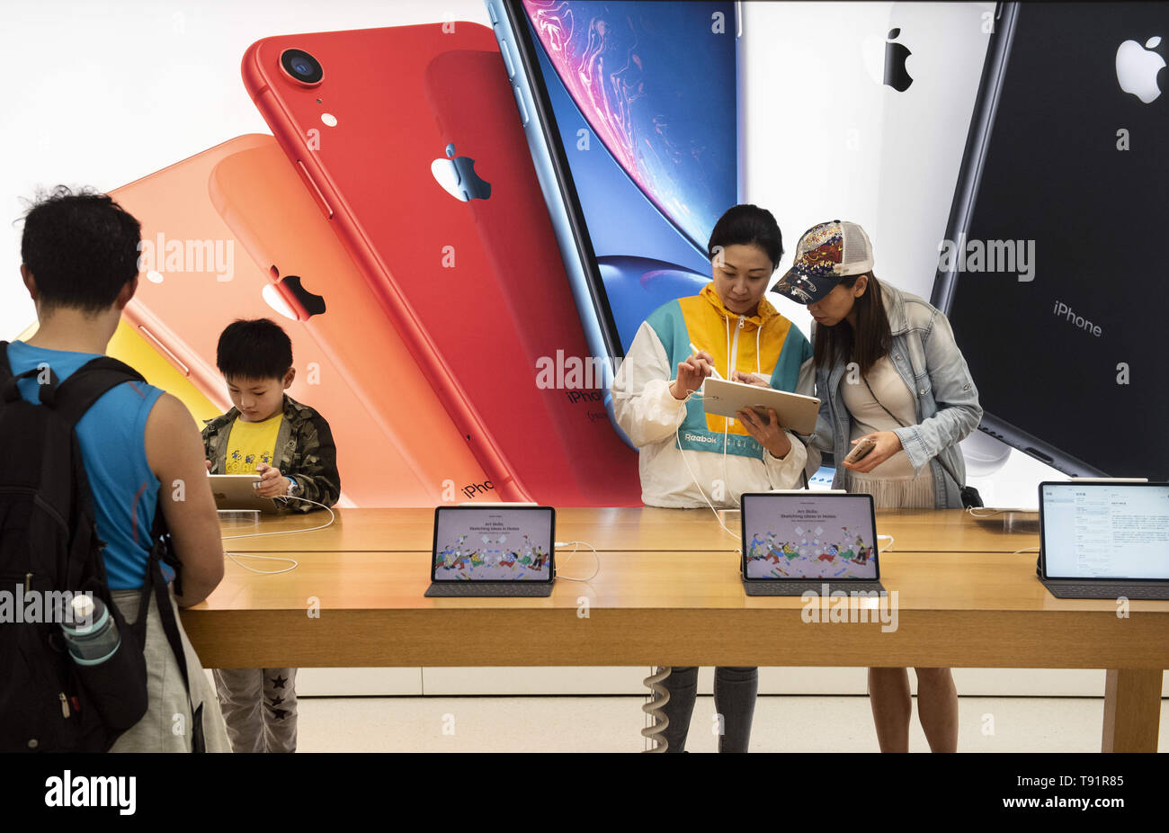 Hong Kong, China. 9th May, 2019. Buyers seen using ipad products at an American multinational technology company Apple store in Hong Kong. Credit: Budrul Chukrut/SOPA Images/ZUMA Wire/Alamy Live News - Stock Image