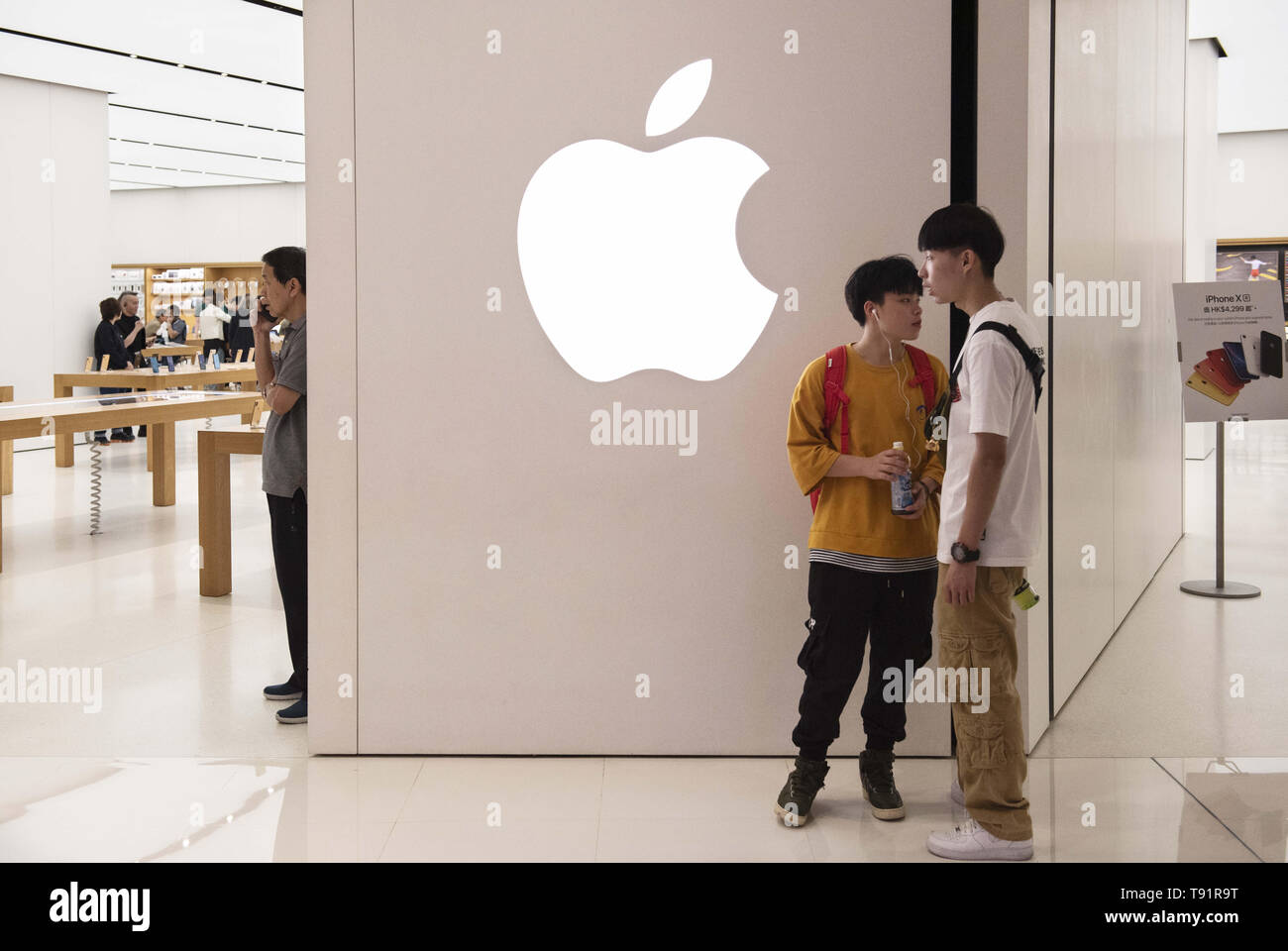 Hong Kong, China. 9th May, 2019. Teenagers seen standing outside of American multinational technology company Apple store in Hong Kong. Credit: Budrul Chukrut/SOPA Images/ZUMA Wire/Alamy Live News - Stock Image