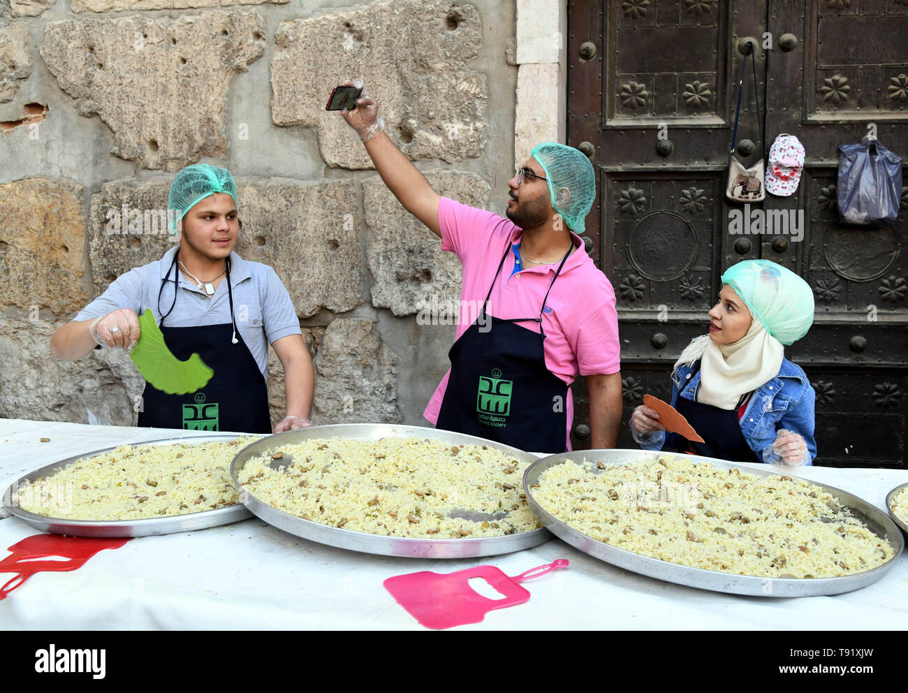 Damascus, Syria  14th May, 2019  Volunteers prepare food at a