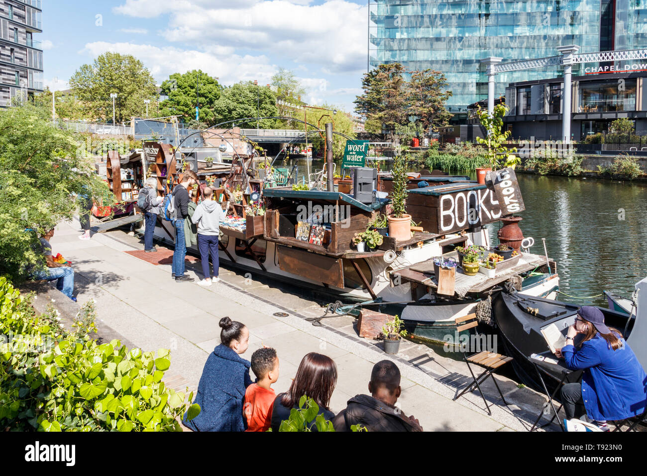 'Word on the Water', the London Bookbarge on Regent's Canal at King's Cross, London, UK, 2019 - Stock Image