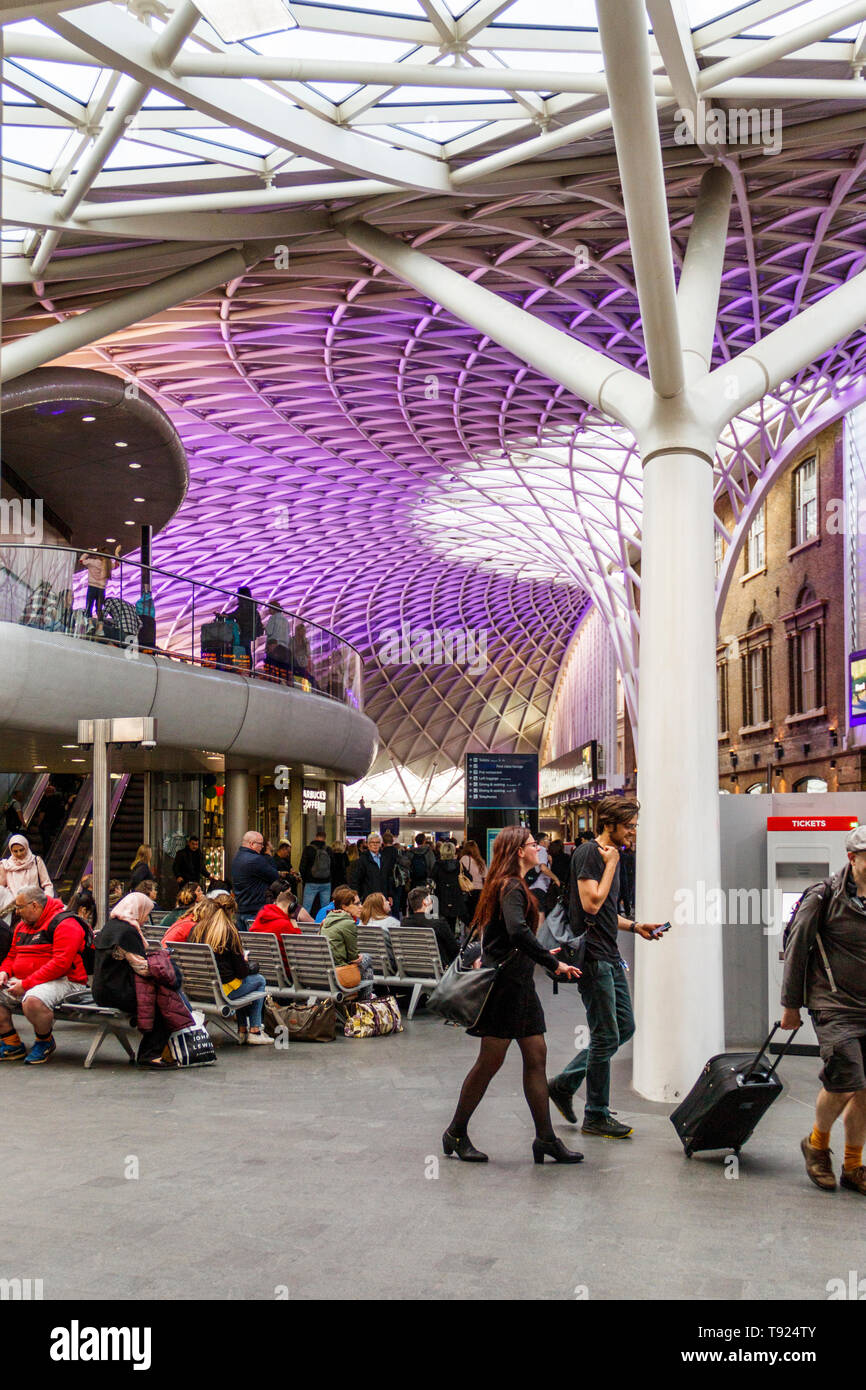 The  concourse and ticket area of King's Cross Station, from the adjacent public walkway, London, UK - Stock Image