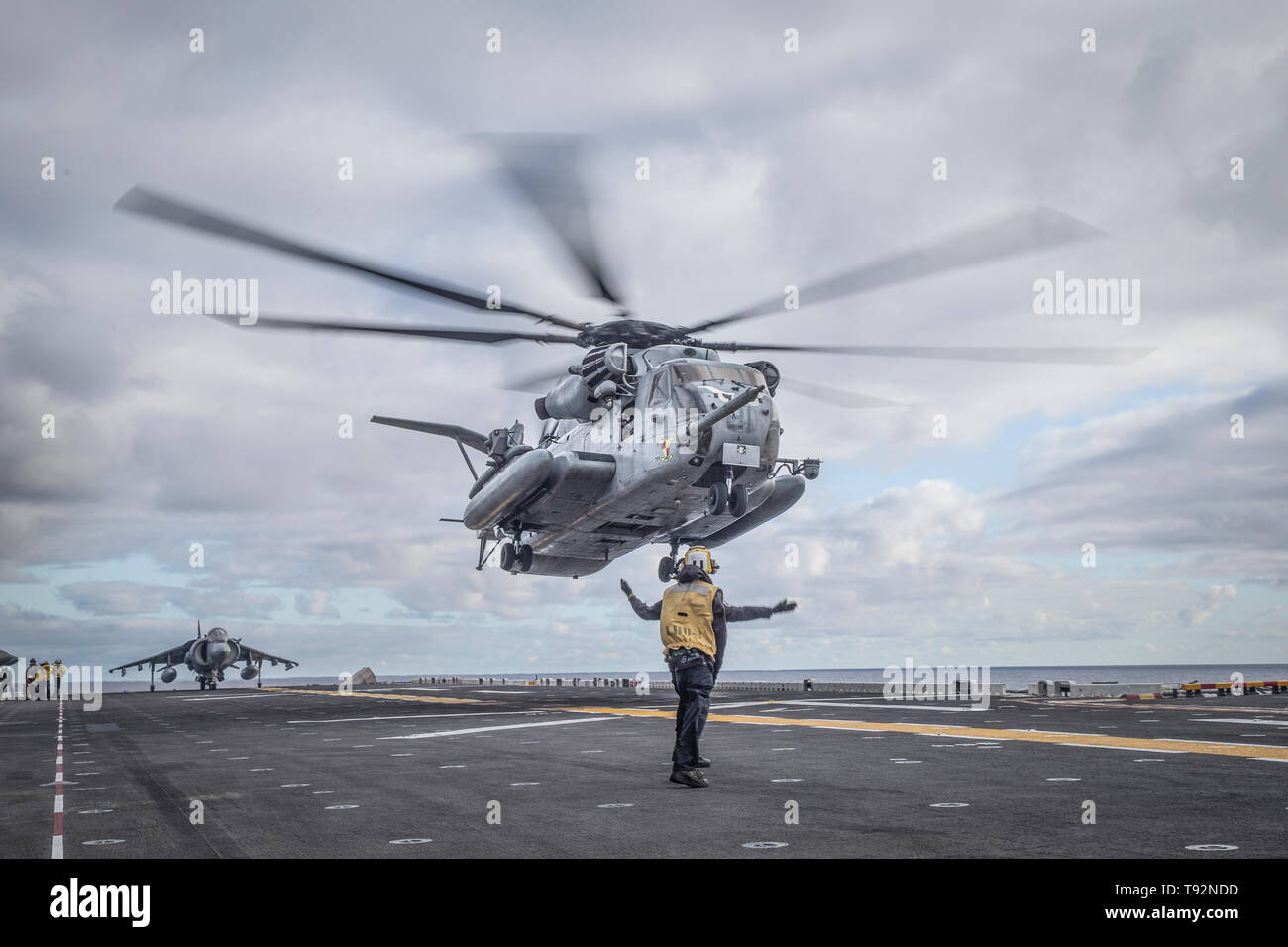 190505-M-EC058-0116 PACIFIC OCEAN (May 5, 2019) A CH-53E Super Stallion attached with Marine Medium Tiltrotor Squadron (VMM) 163 (Reinforced), 11th Marine Expeditionary Unit (MEU), prepares to land during flight operations aboard the amphibious assault ship USS Boxer (LHD 4). The Boxer Amphibious Ready Group/11th MEU is a capable and lethal Navy-Marine Corps team deployed to support regional stability, reassure partners and allies and maintain a presence postured to respond to any crisis ranging from humanitarian assistance to contingency operations. (U.S. Marine Corps photo by Lance Cpl. Dalt - Stock Image