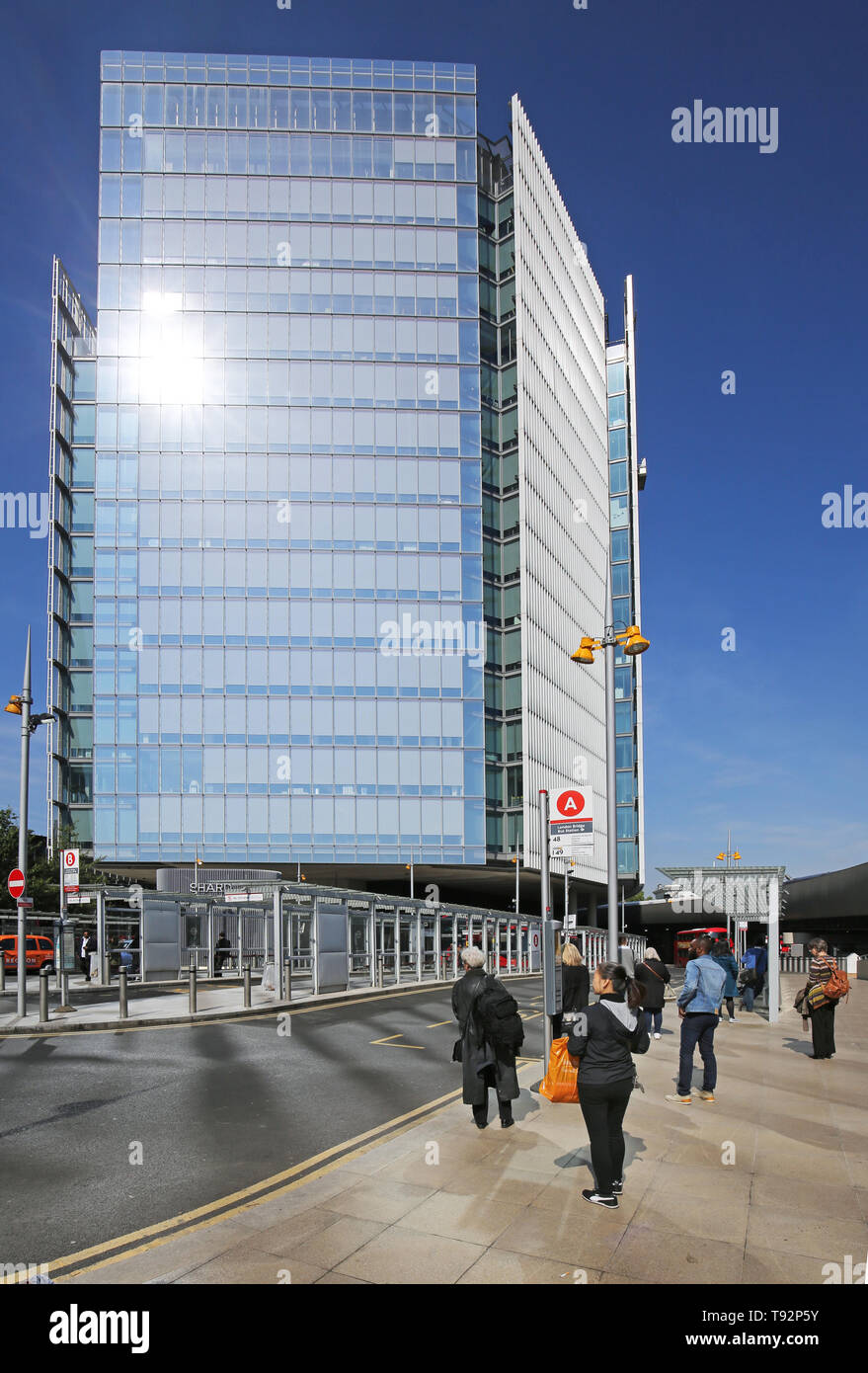 The new London Bridge bus station and taxi rank in front of The News Building, London offices of Rupert Murdoch's News Corporation. - Stock Image