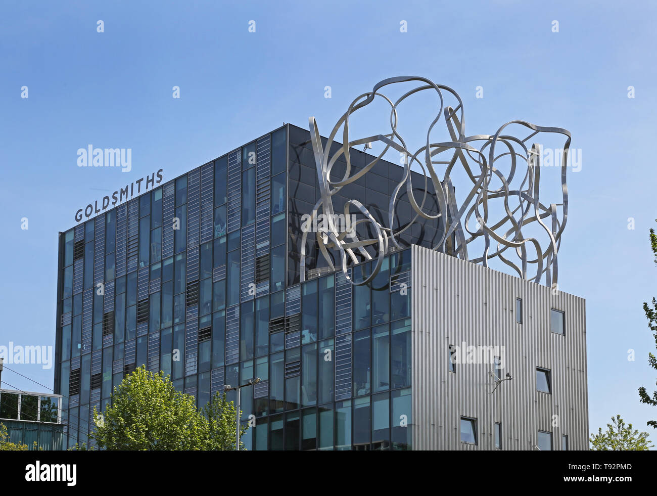 Goldsmiths College, southeast London. The Ben Pimlott Building (2005) with roof-top 'Scribble' sculpure. Designed by Will Alsop and Partners - Stock Image