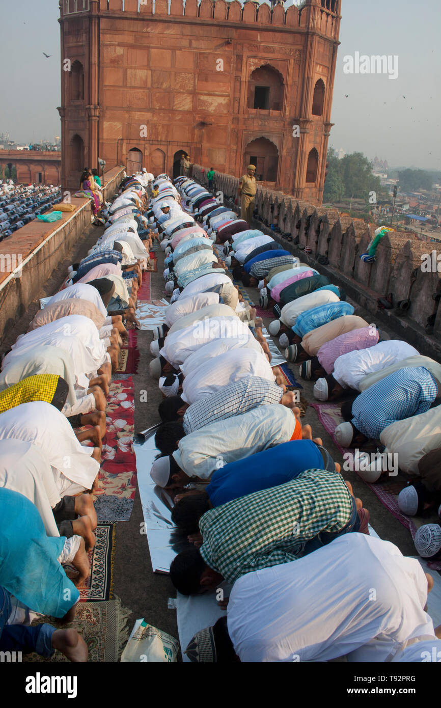 Muslim Devotees offer Eid-ul-fitr prayers at Jama Masjid, Meena Bazaar, Chandni Chowk, Delhi, 16 October 2013 - Stock Image