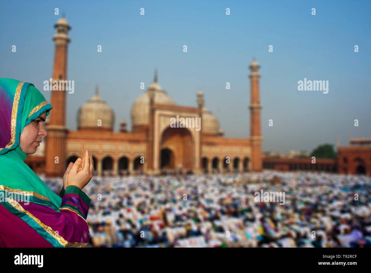 Muslim Devotees offer Eid-ul-fitr prayers at Jama Masjid - Stock Image