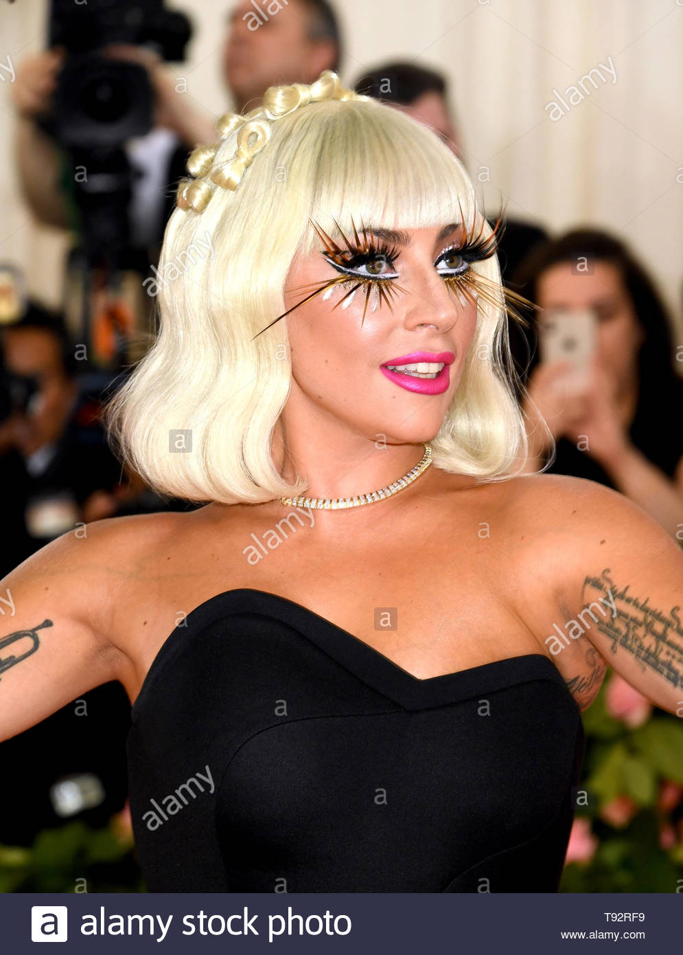 Who has lady gaga dated