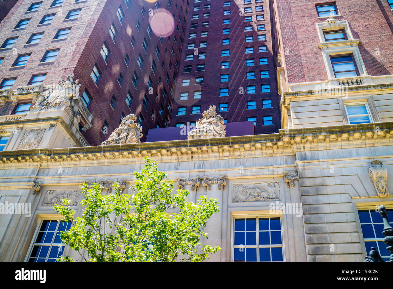 Chicago, IL, USA - July 8, 2018: The famous Hilton Chicago Suites - Stock Image