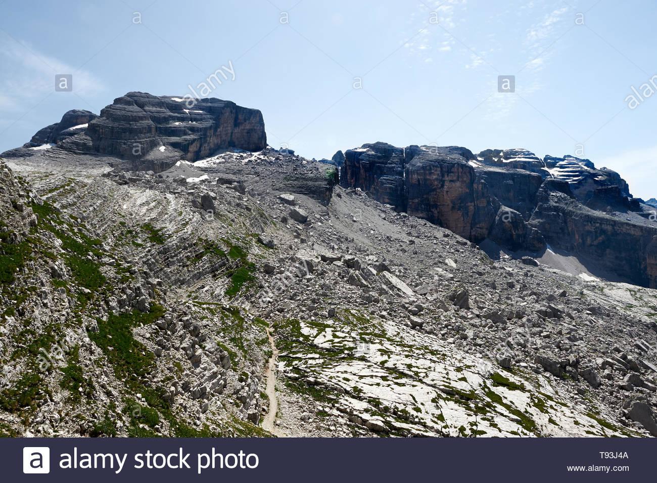 tuckett refuge, grostè trail, dolomiti di brenta - Stock Image