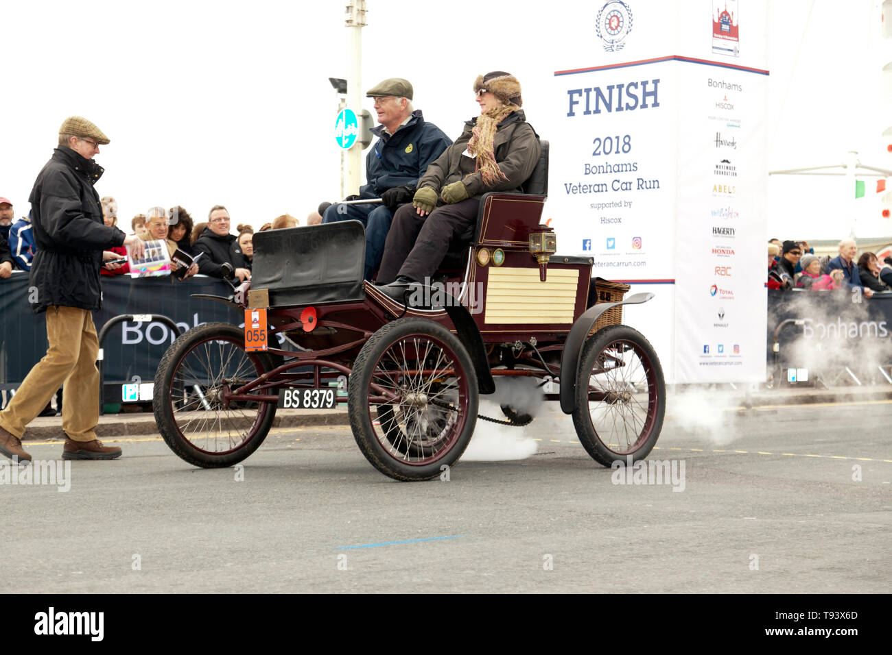 Mr John Blackford driving his1900, Mobile Steam Car, across the finishing line of the 2018 London to Brighton Veteran Car Run Stock Photo