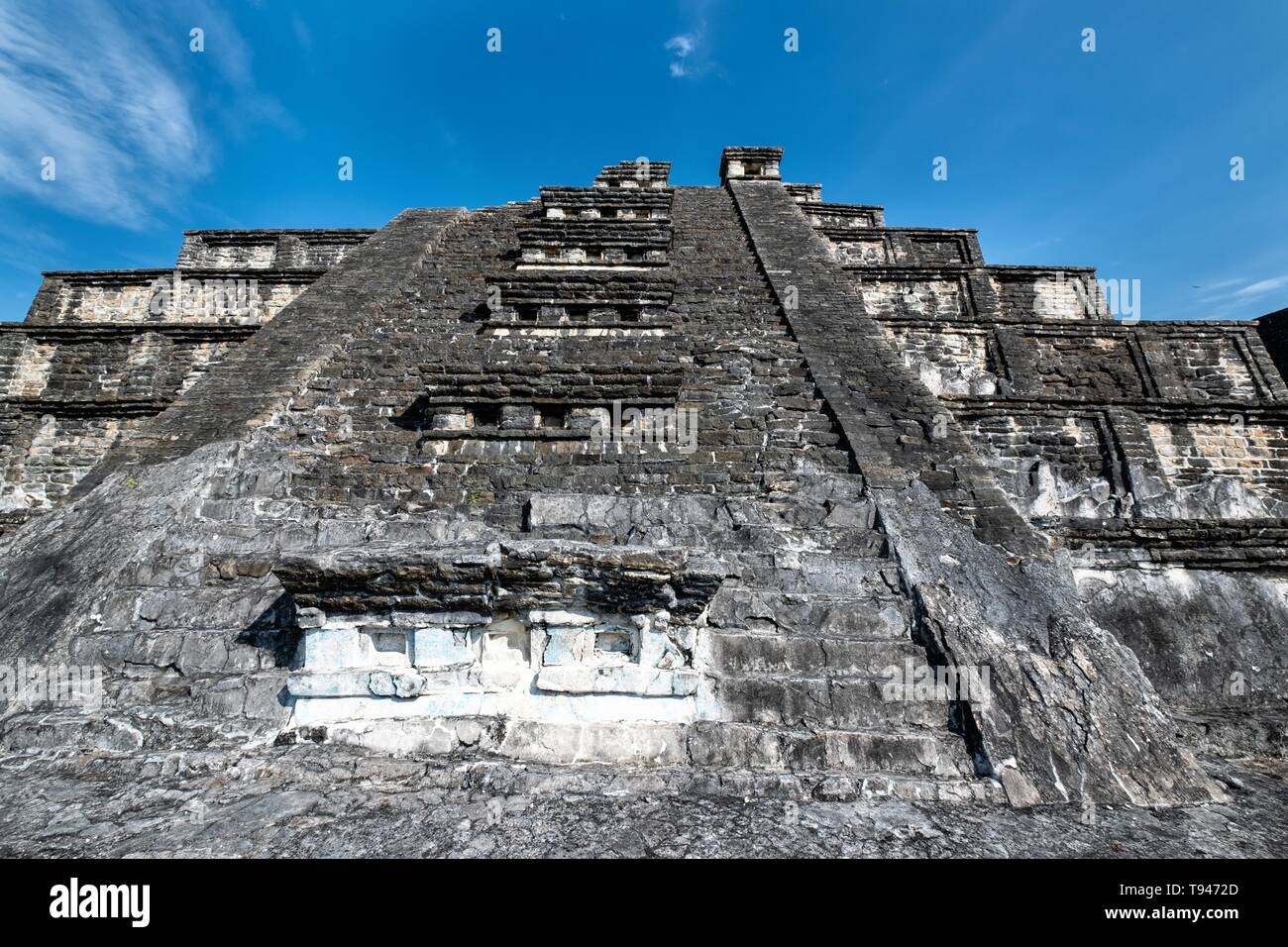 Mesoamerica Blue Temple Pyramid at the pre-Columbian archeological complex of El Tajin in Tajin, Veracruz, Mexico. El Tajín flourished from 600 to 1200 CE and during this time numerous temples, palaces, ballcourts, and pyramids were built by the Totonac people and is one of the largest and most important cities of the Classic era of Mesoamerica. - Stock Image
