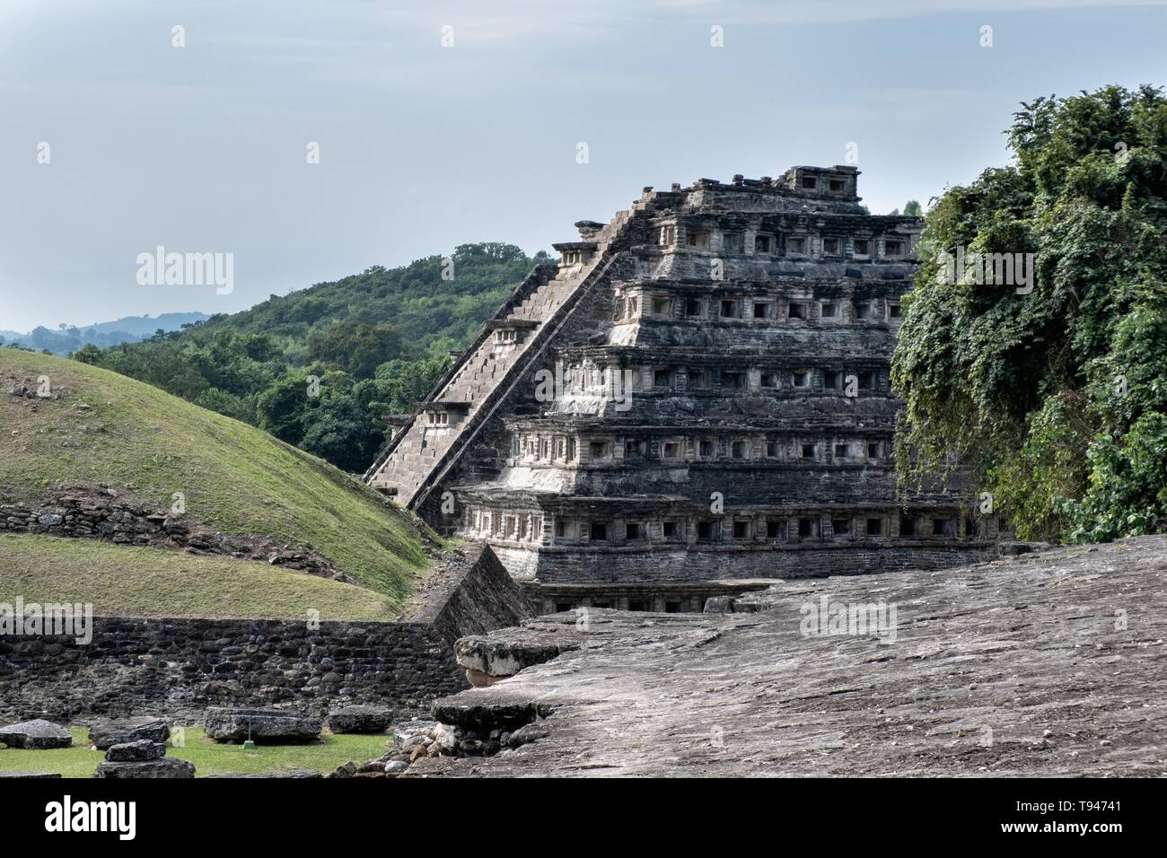 Mesoamerica Pyramid of the Niches at the pre-Columbian archeological complex of El Tajin in Tajin, Veracruz, Mexico. El Tajín flourished from 600 to 1200 CE and during this time numerous temples, palaces, ballcourts, and pyramids were built by the Totonac people and is one of the largest and most important cities of the Classic era of Mesoamerica. - Stock Image