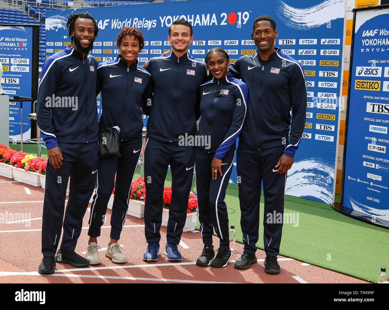 YOKOHAMA, JAPAN - MAY 10: USA's shuttle hurdles relay team (Devon Allen, Christina Clemons, Freddie Crittenden, Ryan Fontenot, Queen Harrison, Sharika Nelvis) during the official press conference of the 2019 IAAF World Relay Championships at the Nissan Stadium on May 10, 2019 in Yokohama, Japan. (Photo by Roger Sedres for the IAAF) - Stock Image