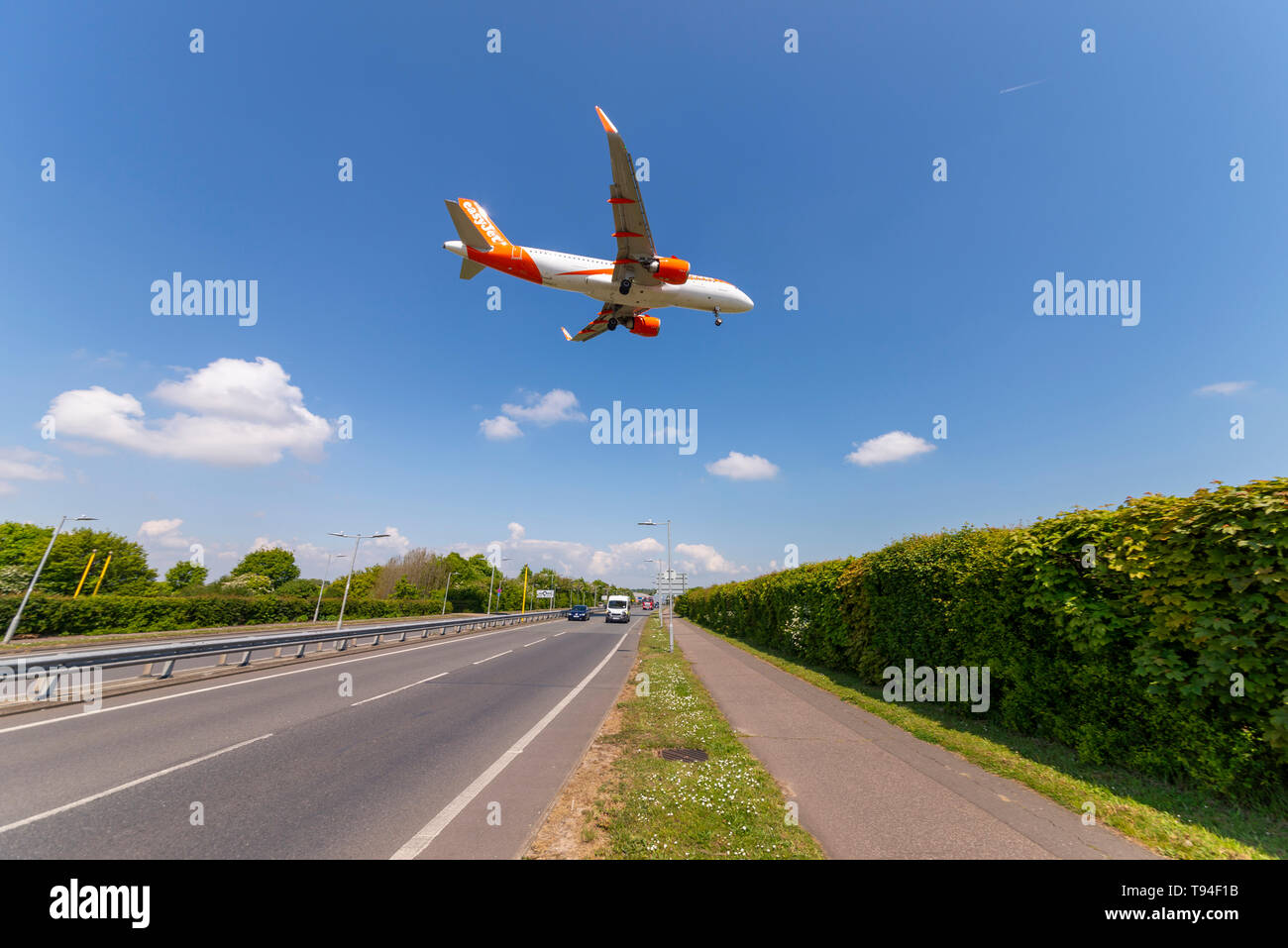 Plane Over Road Stock Photos & Plane Over Road Stock Images