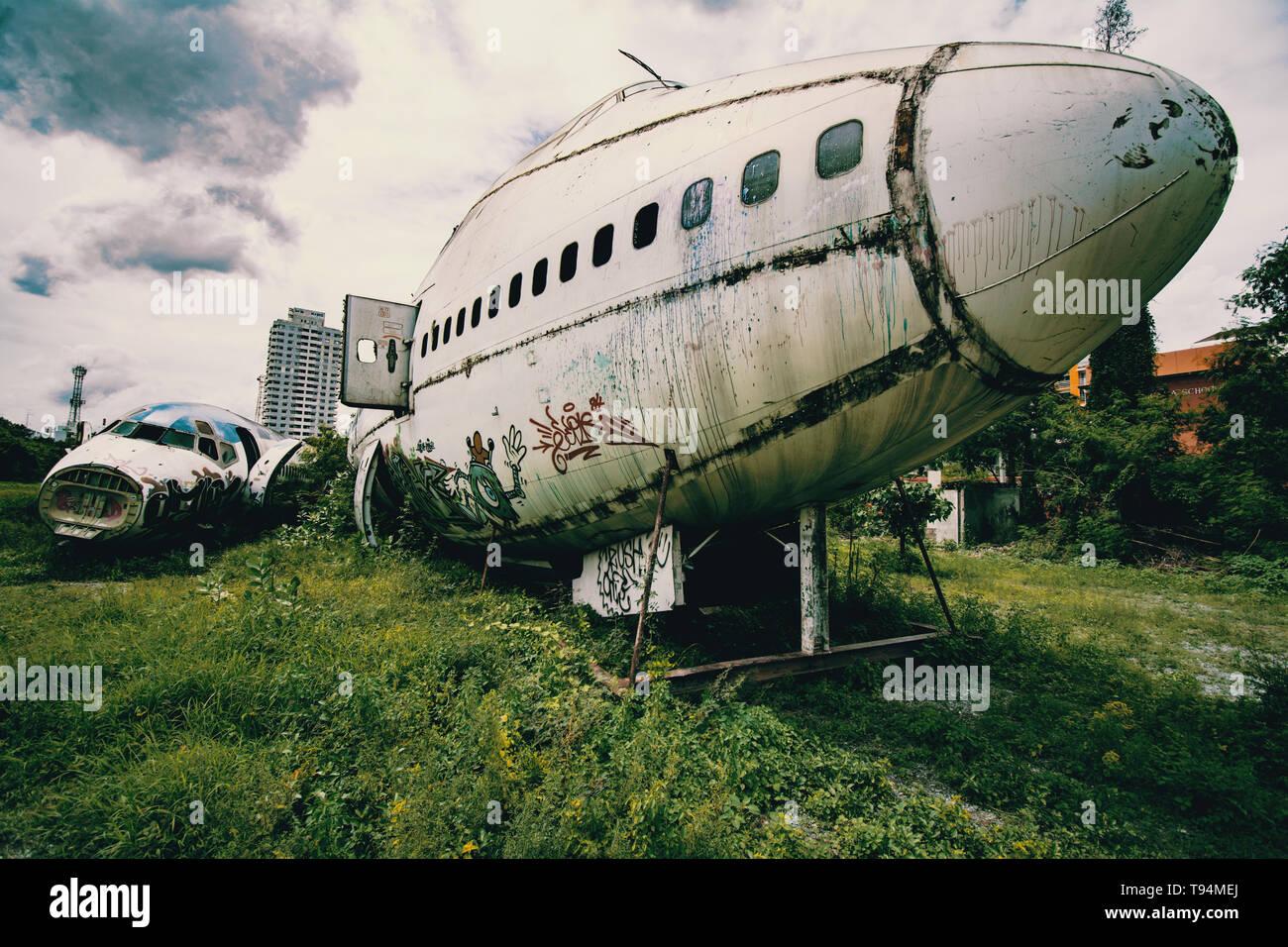 verlassenes Flugzeug in Bangkok das abgestürzt ist - Stock Image