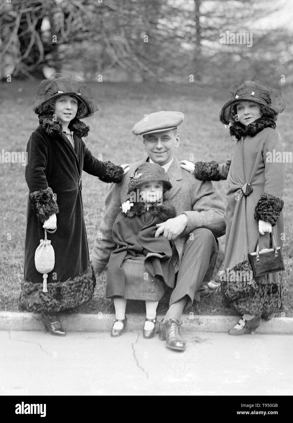 Entitled: 'Roland Robbins, manager of B.F. Keith's Theatre accompanied these little people to the White House. They have appeared in almost every country in the world.' Singer's Midgets were a popular vaudeville group in the first half of the 20th century. Leopold von Singer (May 3, 1877 - March 5, 1951) formed Singer's Midgets in 1912-13, and built the Liliputstadt, a 'midget city' at the 'Venice in Vienna' amusement park, where they performed. The Liliputstadt was a major success, Singer began to tour with his performers throughout Europe and, in the process, recruited new members. After WWI - Stock Image