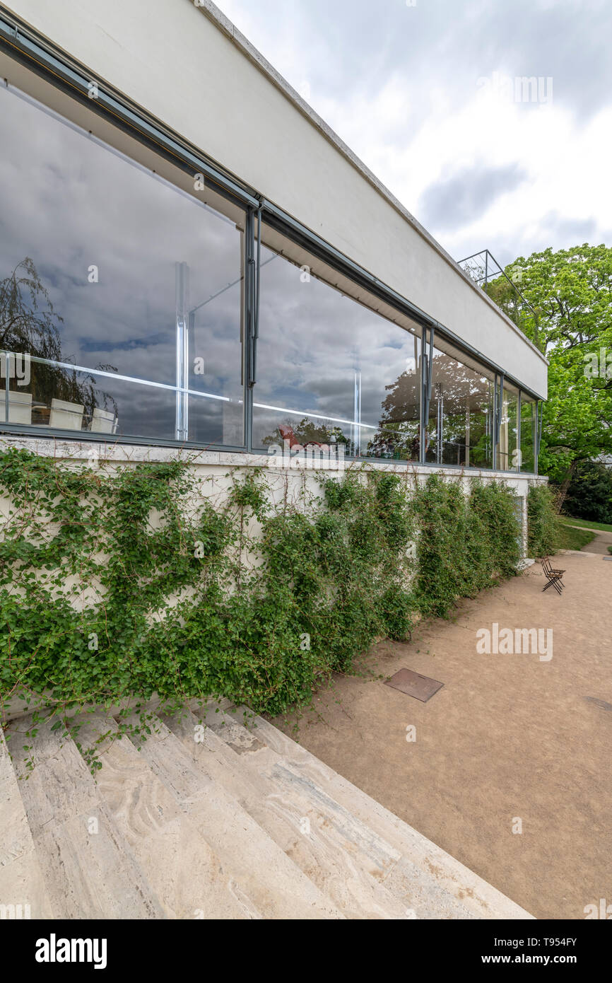 Full width windows to the dining and living rooms at Villa Tugendhat in Brno Czech Republic. Designed by architect Mies van der Rohe. Completed 1930. - Stock Image
