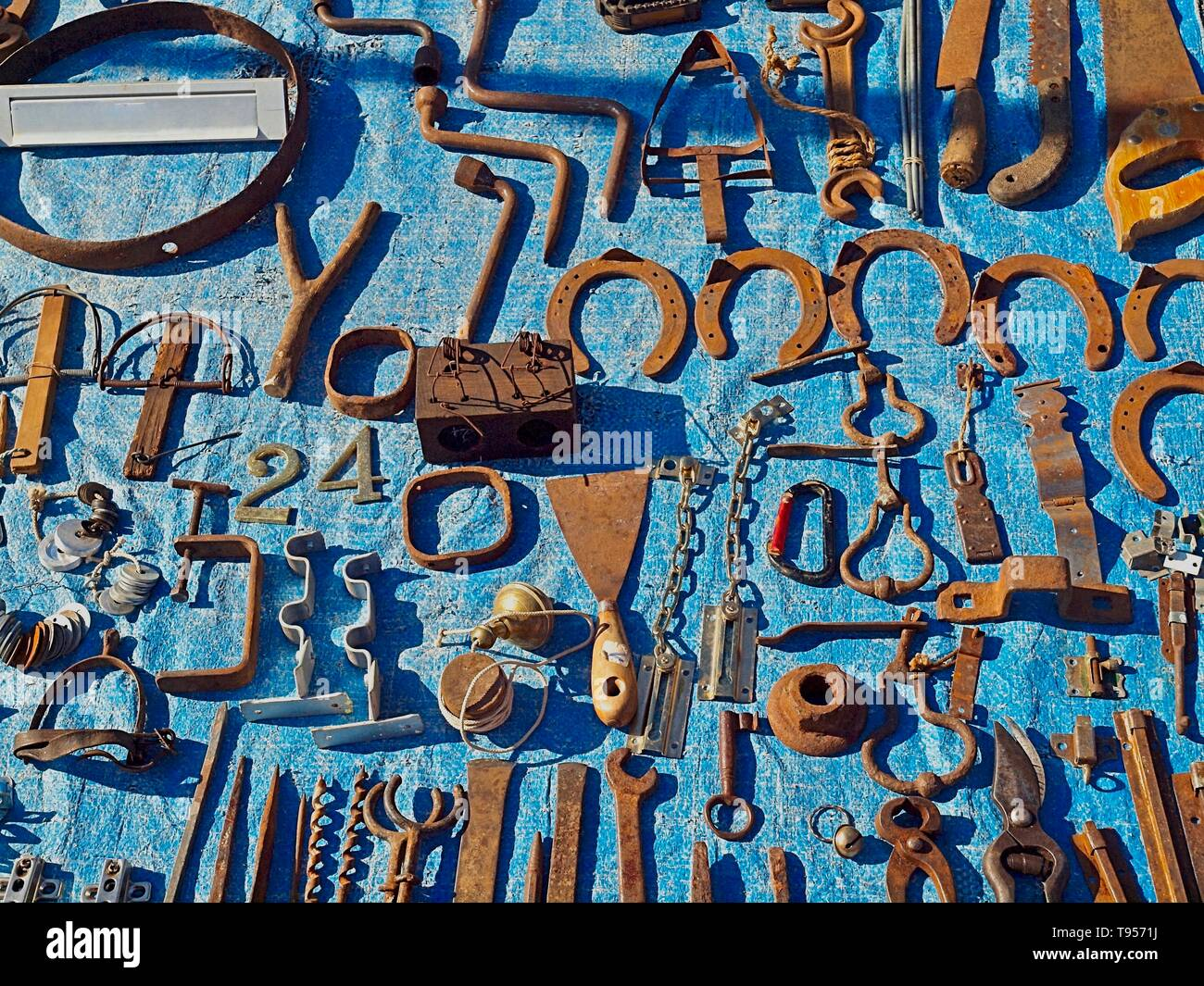 Iron tolls and horseshoes at a flea market - Stock Image