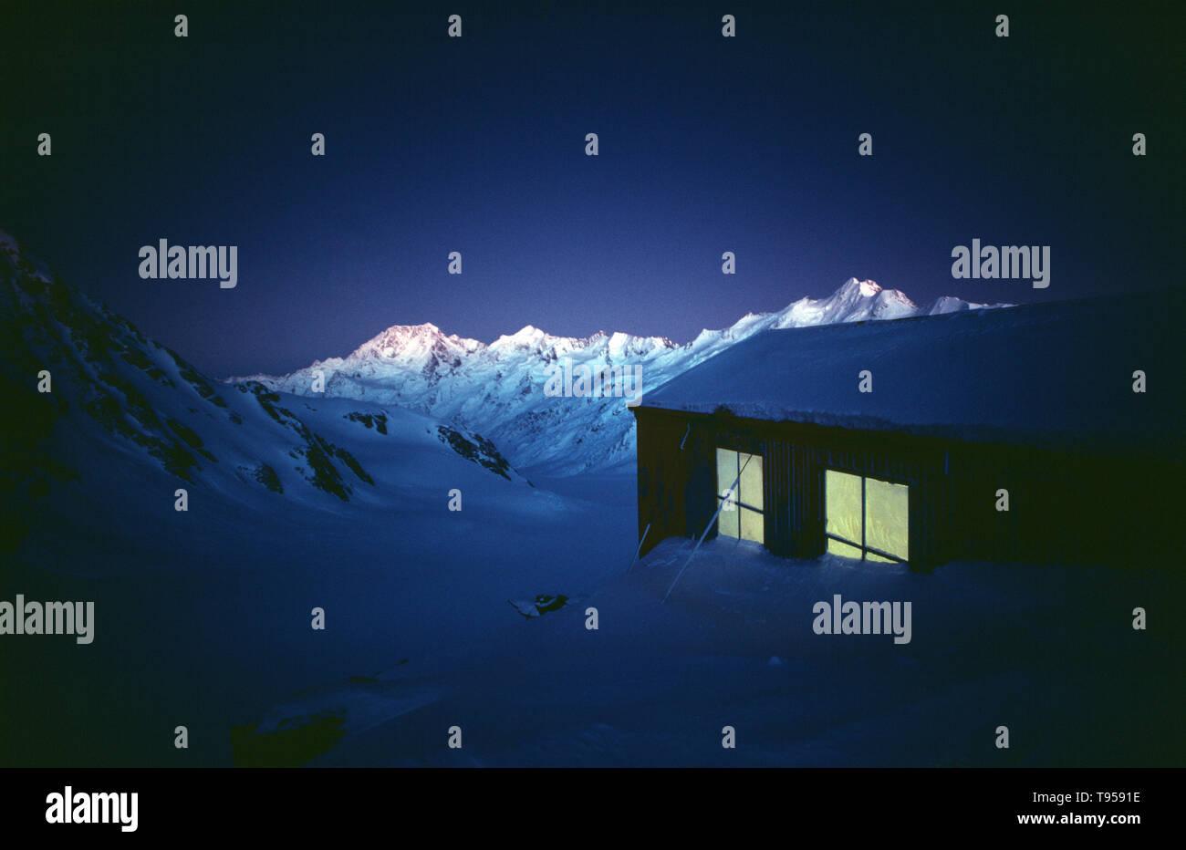 New Zealand. South Island. Canterbury. Ski lodge. Late evening. Tasman Glacier. - Stock Image