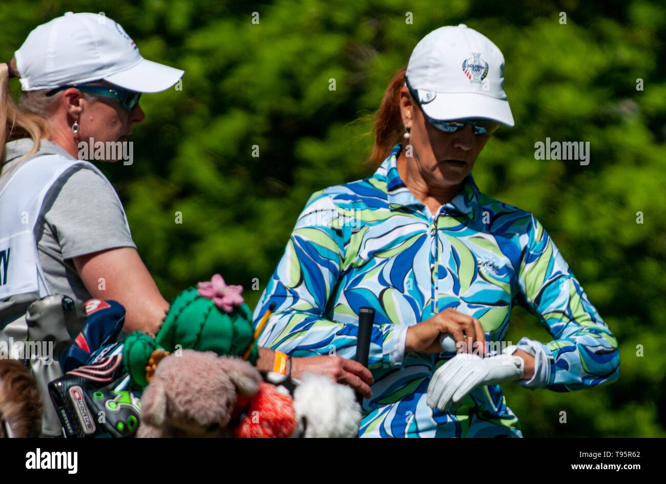 Southern Pines, North Carolina, USA. 16th May, 2019. May 16, 2019 - Southern Pines, North Carolina, US - BARB BUNKOWSKY of Canada prepares to tee off on the 9th hole during the first round of the USGA's 2nd U.S. Senior Women's Open Championship at Pine Needles Lodge & Golf Club, May 16, 2019 in Southern Pines, North Carolina. This is the sixth USGA Championship at Pine Needles dating back to 1989. Credit: Timothy L. Hale/ZUMA Wire/Alamy Live News - Stock Image