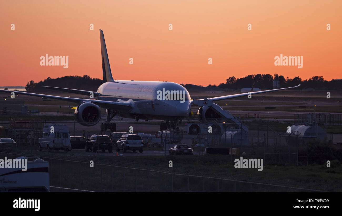 Richmond, British Columbia, Canada. 9th May, 2019. An Air Canada Boeing 787 Dreamliner jetliner being towed to a maintenance facility at Vancouver International Airport. Credit: Bayne Stanley/ZUMA Wire/Alamy Live News - Stock Image