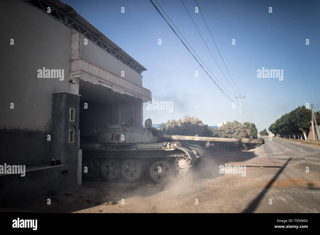 Tripoli, Libya. 16th May, 2019. A tank of UN-backed government forces is seen in Al-Sawani frontline near Tripoli airport in Tripoli, Libya, on May 16, 2019. At least six civilians were reported killed and five more injured in an apparent airstrike in populated areas of the Libyan capital of Tripoli, Stephane Dujarric, spokesman for UN Secretary-General Antonio Guterres, said on Thursday. Credit: Amru Salahuddien/Xinhua/Alamy Live News - Stock Image
