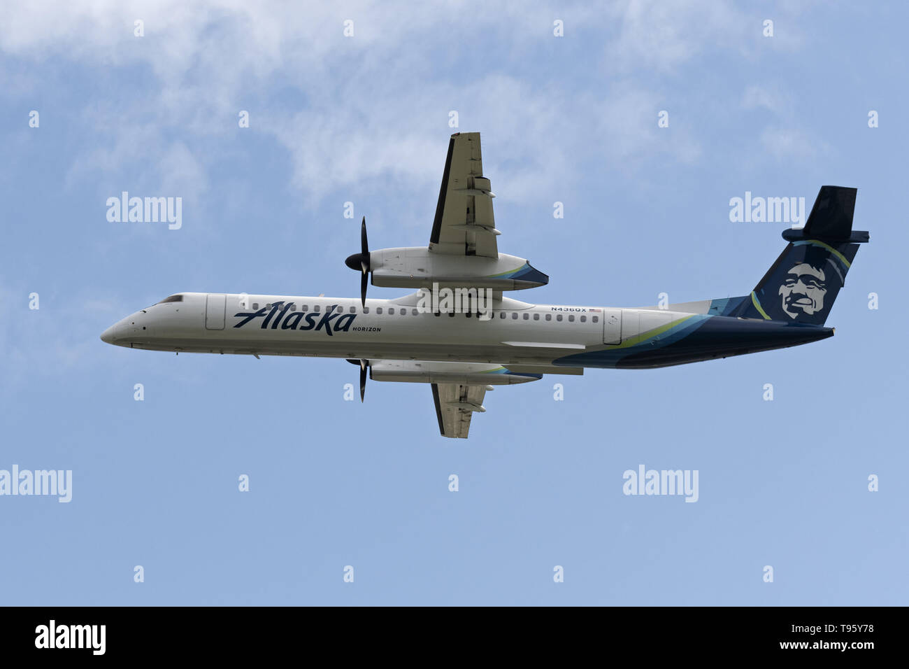 Richmond, British Columbia, Canada. 2nd May, 2019. An Alaska Airlines (operated by Horizon Air) Bombardier Dash 8 Q400 (N436QX) turboprop regional airliner airborne after take-off. Both Alaska Airlines and Horizon Air are part of the Alaska Air Group Inc. Credit: Bayne Stanley/ZUMA Wire/Alamy Live News - Stock Image