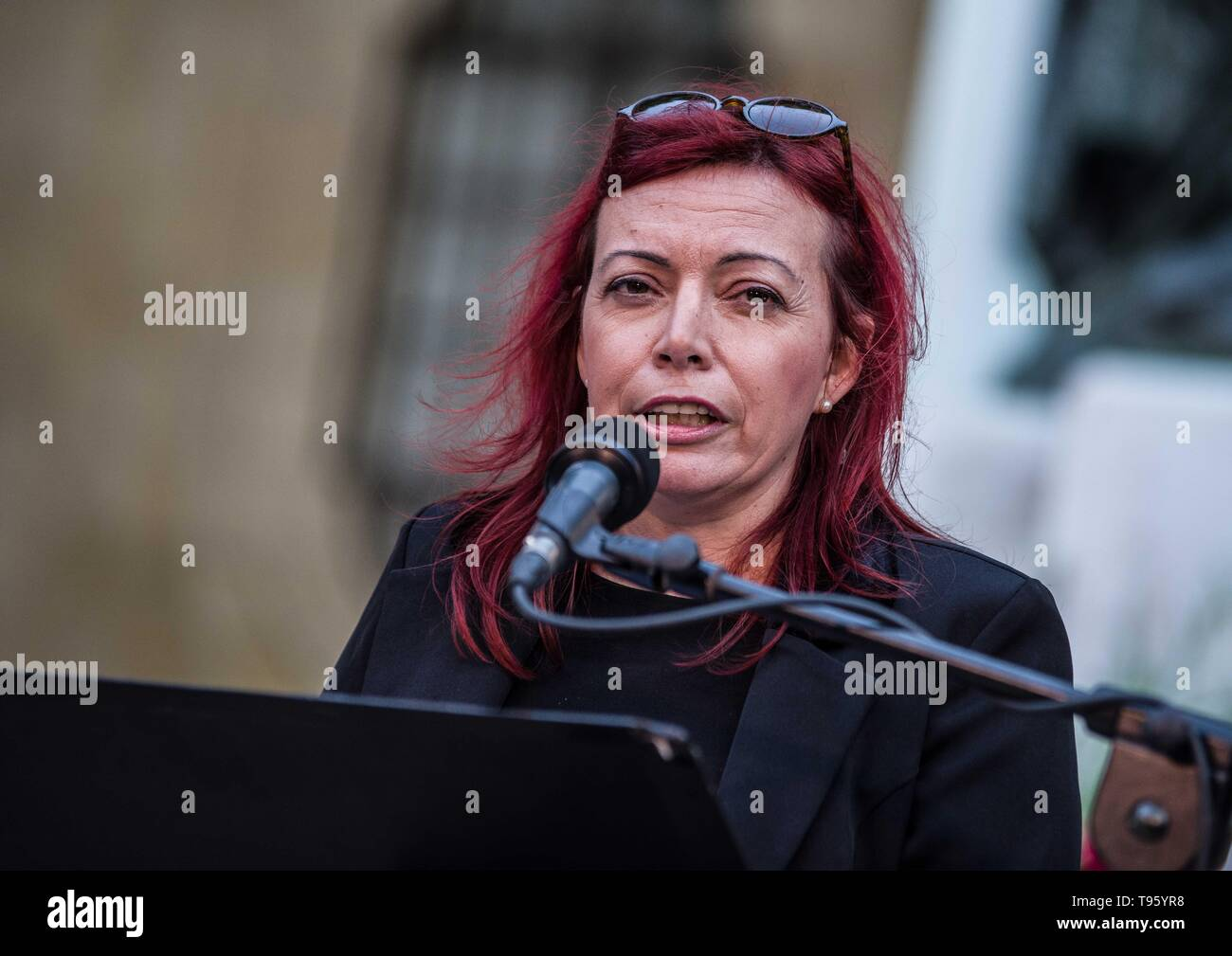 Valletta, Malta. 16th May, 2019. Vigil speaker Becky D'Ugo. Daphne caruana galizia, malta, Valletta, press freedom, pressefreiheit, reporters ohne grenzen, press freedom index, reporters without borders, corruption, occupy justice malta, impunity, attacks on journalists, declining press freedom, murdered journalist, assassinated journalists, joseph muscat, igiAfter 19 months of impunity in finding those who ordered the killing of Maltese journalist Daphne Caruana Galizia, supporters of democracy, press freedom and anti-corruption initiatives gathered at Valletta's Great Siege Momorial for a - Stock Image