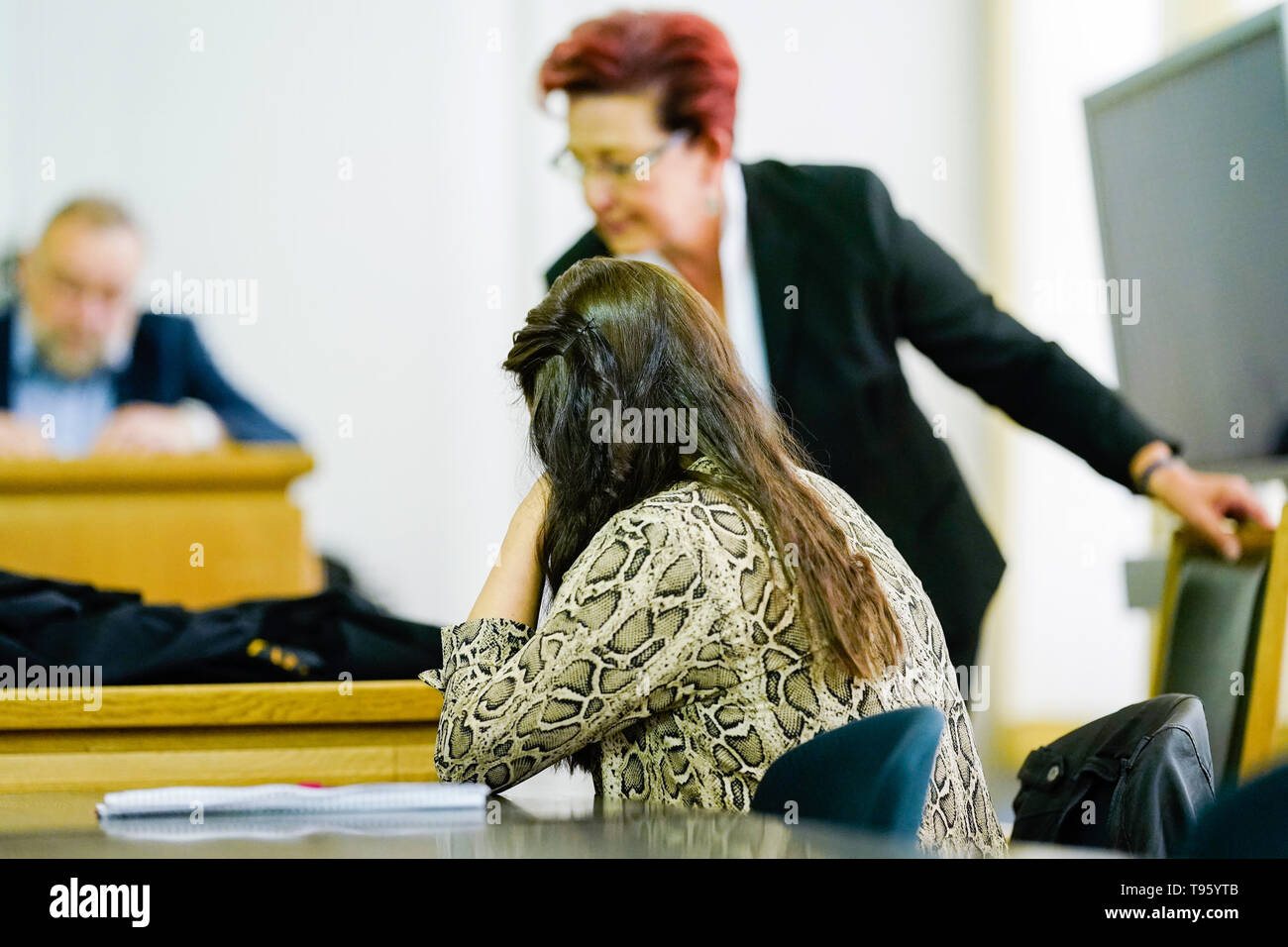 Frankenthal, Germany. 17th May, 2019. The co-plaintiff and mother of the killed baby sits in the courtroom of the District Court before Chief Public Prosecutor Doris Brehmeier-Metz. Three years after the death of a two-month-old baby, the Frankenthal Regional Court has sentenced the father to 15 years imprisonment on charges of murder, dangerous assault and hostage-taking. Credit: Uwe Anspach/dpa/Alamy Live News - Stock Image