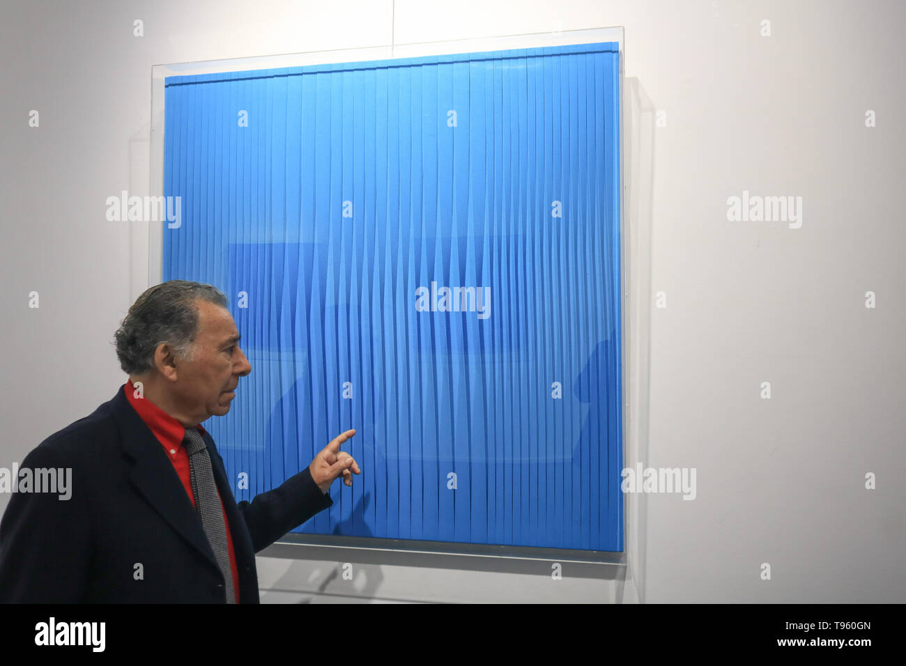 Opera Gallery London, UK. 17th May, 2019. Image: Pino Manos with Sincronicità Blu reale, 2018, Mixed Media on canvas. Press Preview at the Opera Gallery of new exhibition centred on the art movement of Spatialism and gathering some of the most celebrated Italian artists of the 20th century, including Lucio Fontana, Turi Simeti, Agostino Bonalumi and Enrico Castellani Credit: amer ghazzal/Alamy Live News - Stock Image