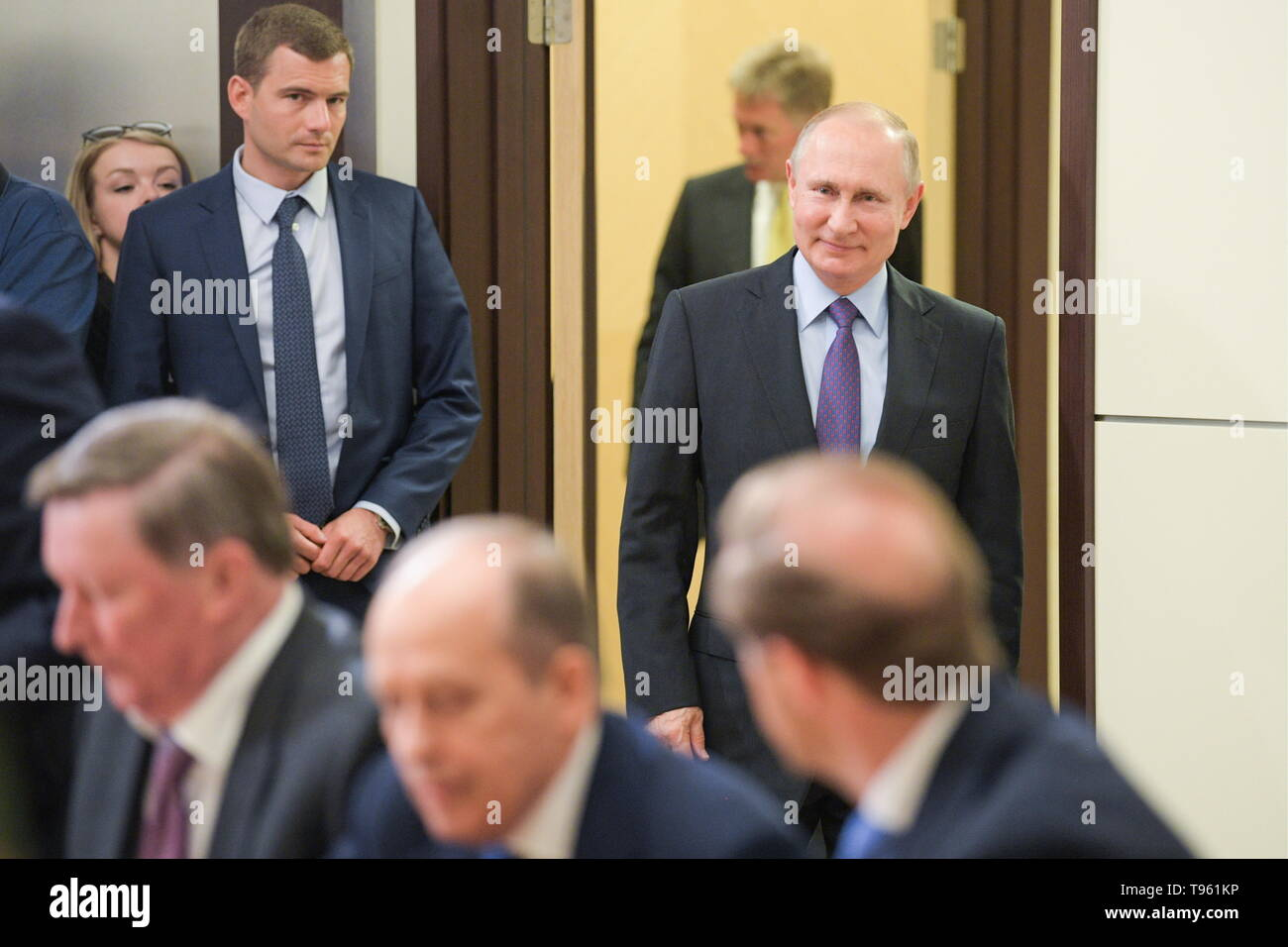 Sochi, Russia. 17th May, 2019. SOCHI, RUSSIA - MAY 17, 2019: Russia's President Vladimir Putin (R back) ahead of a meeting at Bocharov Ruchei residence to discuss development prospects for the Russian Aerospace Forces. Alexei Druzhinin/Russian Presidential Press and Information Office/TASS Credit: ITAR-TASS News Agency/Alamy Live News - Stock Image