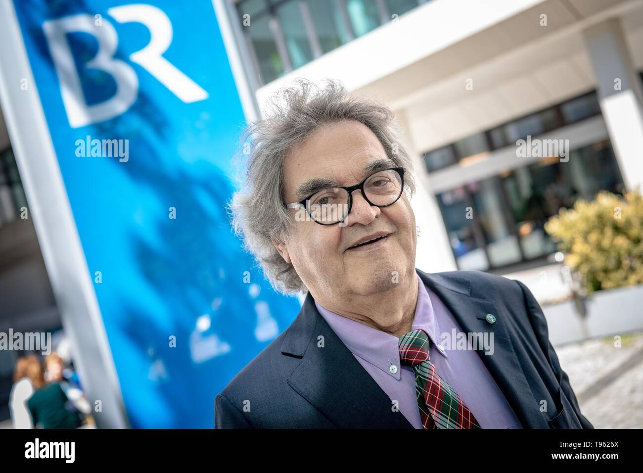Munich, Germany. 17th May, 2019. Helmut Markwort (FDP), member of the state parliament, stands in front of the building of the Bayerischer Rundfunk (BR). He is actually named by the Landtag as one of twelve politicians for the supervisory board of Bayerischer Rundfunk (BR). But the Broadcasting Council had rejected the media entrepreneur as a new member after the state elections - among other things because of possible conflicts of interest due to Markwort's shareholdings and business activities with private radio stations. Credit: Sina Schuldt/dpa/Alamy Live News - Stock Image