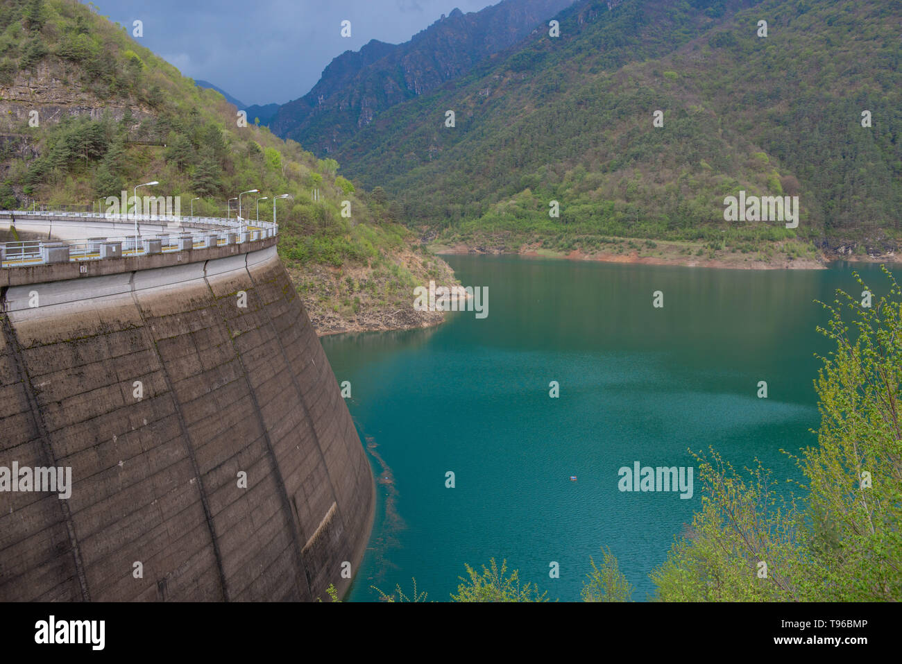 Valvestino dam basin for electricity production - Stock Image