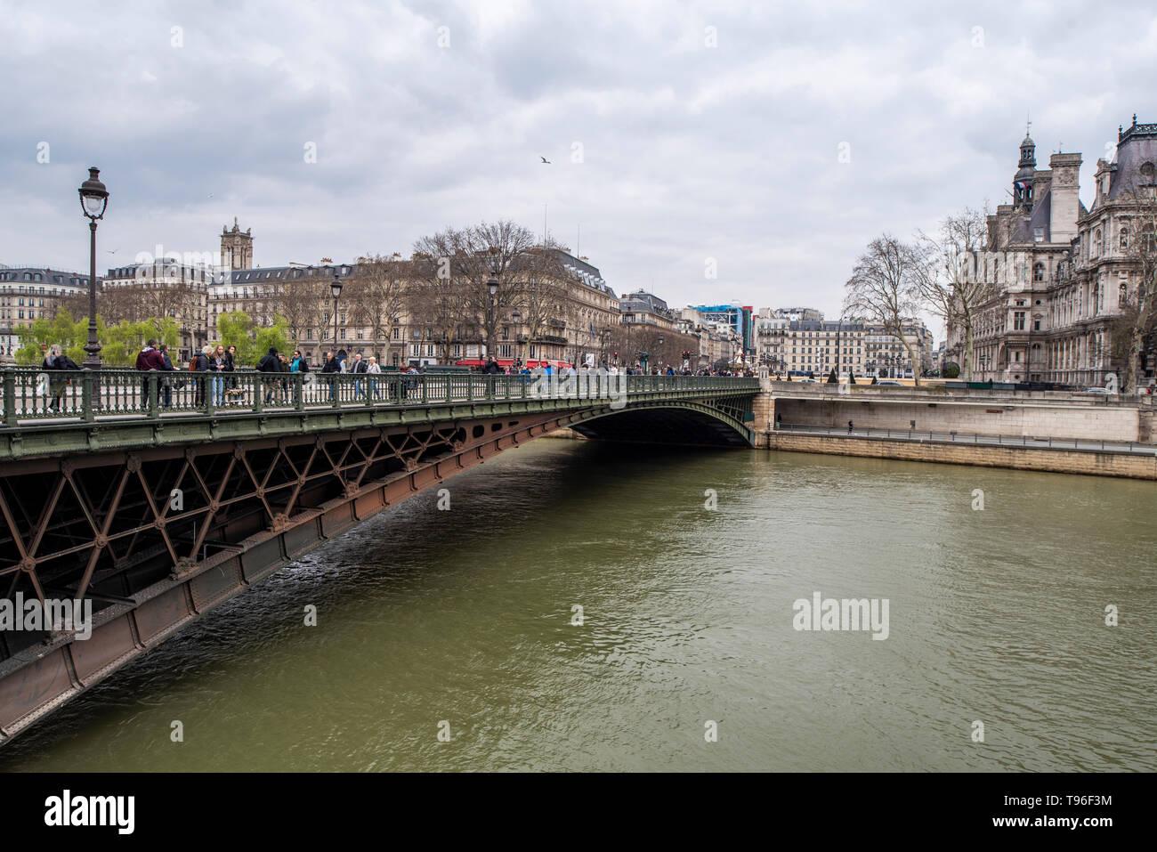 France,  Paris -   1 April 2018:  View of the 4th arrondissement of Paris seen from the pont Notre-Dame - Stock Image