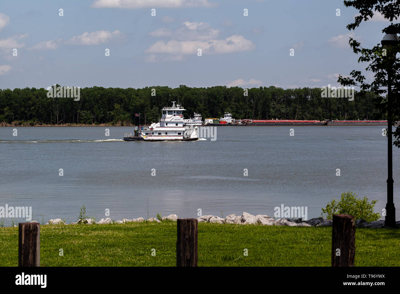 A empty towboat, the Ken Echols, traveling upstream on the Ohio River in Paducah, Kentucky - Stock Image