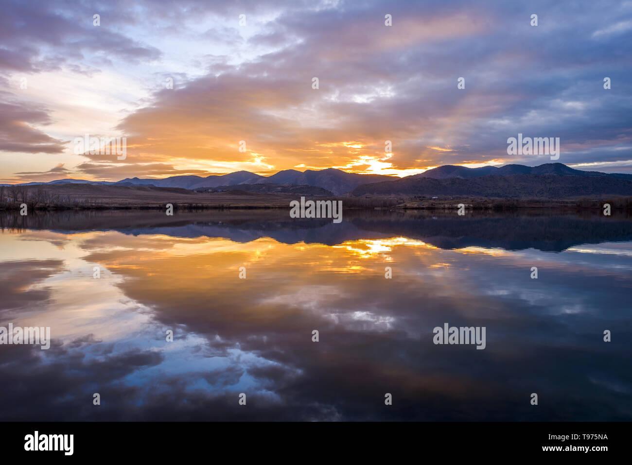 Sunset Mountain Lake - Colorful winter sunset at Bear Creek Lake, Denver-Lakewood, Colorado, USA. - Stock Image