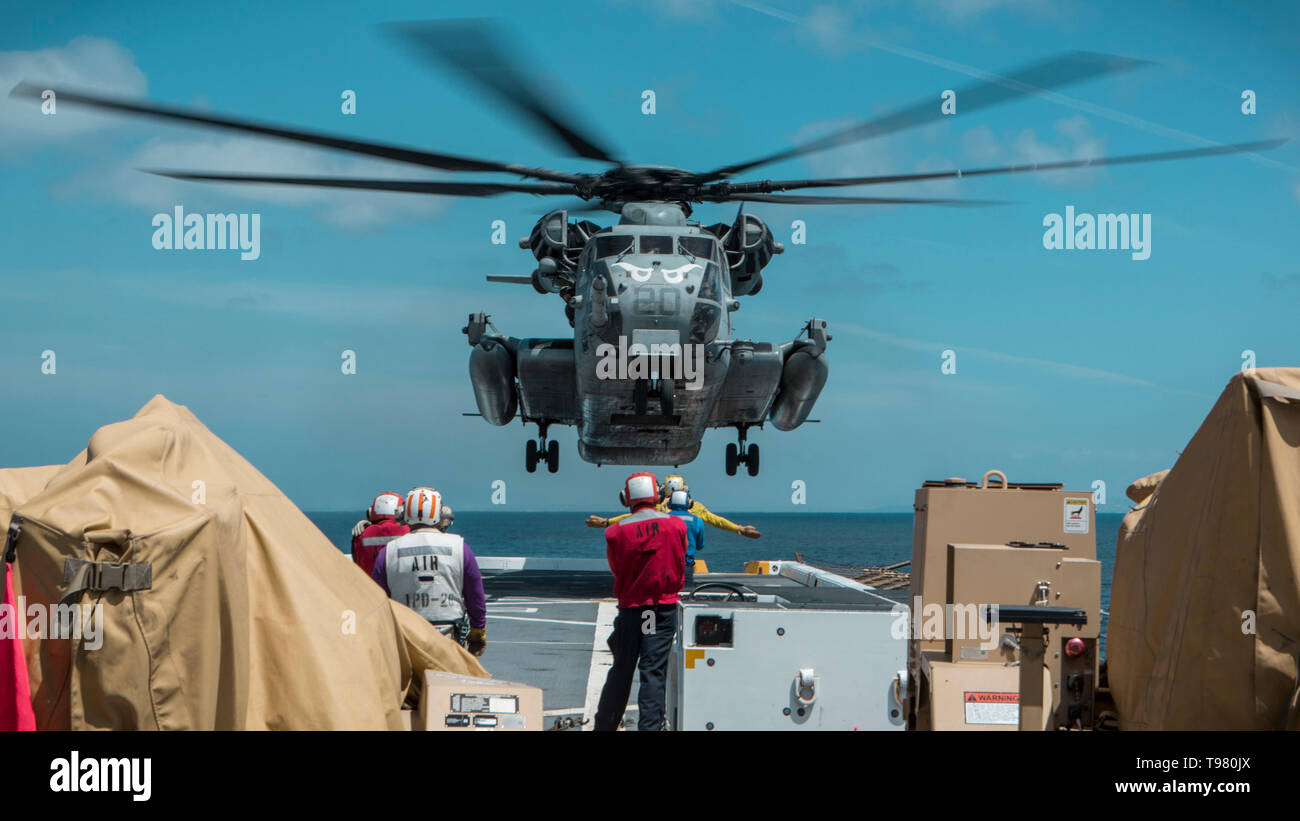 190501-M-QS181-0012 PACIFIC OCEAN (May 1, 2019) U.S. Marines with Marine Medium Tiltrotor Squadron (VMM) 163 (Reinforced), 11th Marine Expeditionary Unit (MEU), prepare to land a CH-53E Super Stallion aboard the flight deck of the San Antonio-class amphibious transport dock ship USS John P. Murtha (LPD 26). The Super Stallions transported Aviation Combat Element equipment aboard the USS John P. Murtha during routine operations as part of the Boxer Amphibious Ready Group. (U.S. Marine Corps photo by Cpl. Jason Monty) - Stock Image