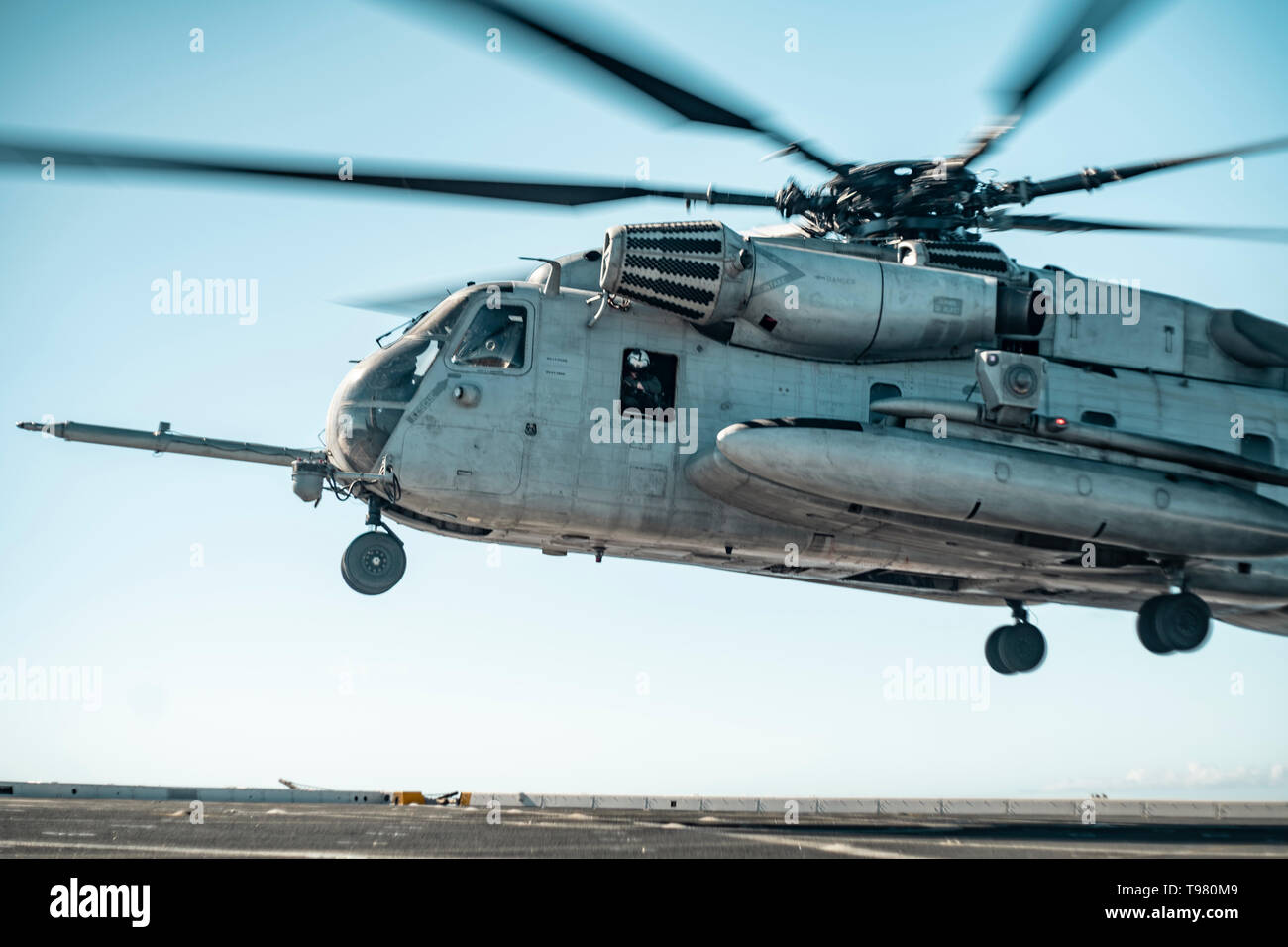 190511-M-HB658-0116 PACIFIC OCEAN (May 11, 2019) A U.S. Marine Corps CH-53E with Marine Medium Tiltrotor Squadron (VMM) 163 (Reinforced), 11th Marine Expeditionary Unit (MEU), takes off from the San Antonio-class amphibious transport dock ship USS John P. Murtha (LPD 26). The Marines and Sailors of the 11th MEU are conducting routine operations as part of the Boxer Amphibious Ready Group. (U.S. Marine Corps photo by Staff Sgt. Donald Holbert) - Stock Image