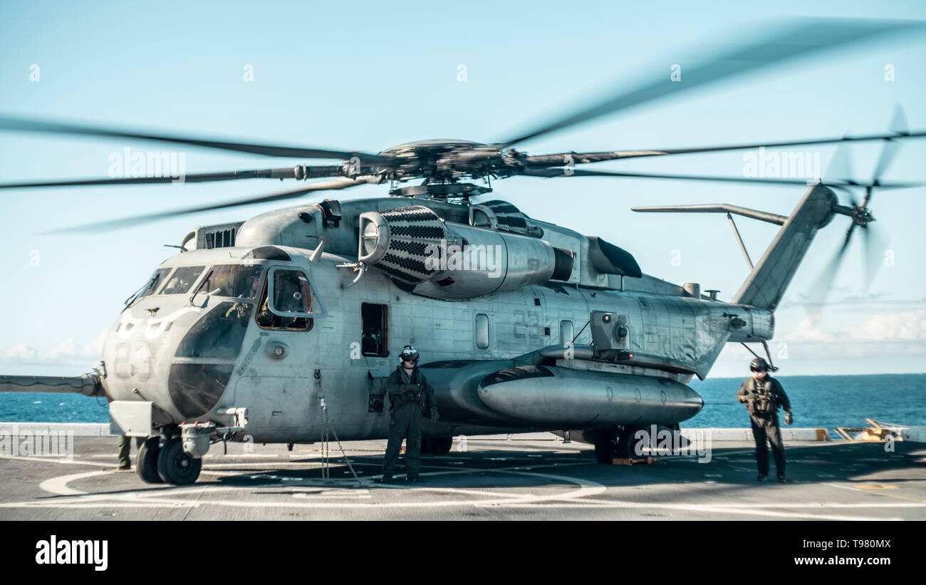 190511-M-HB658-0085 PACIFIC OCEAN (May 11, 2019) A U.S. Marine Corps CH-53E with Marine Medium Tiltrotor Squadron (VMM) 163 (Reinforced), 11th Marine Expeditionary Unit (MEU), sits on the flight deck of the San Antonio-class amphibious transport dock ship USS John P. Murtha (LPD 26) waiting to refuel. The Marines and Sailors of the 11th MEU are conducting routine operations as part of the Boxer Amphibious Ready Group. (U.S. Marine Corps photo by Staff Sgt. Donald Holbert) - Stock Image