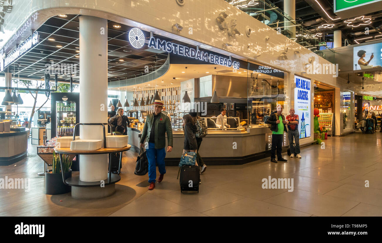 Customers at the Amsterdam Bread Company outlet at Schiphol Airport, Amsterdam - Stock Image