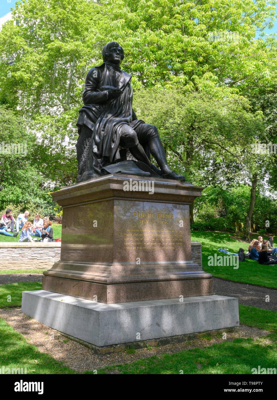 Statue of Robert 'Robbie' Burns in the Victoria Embankment Gardens, Victoria Embankment, London, England, UK - Stock Image