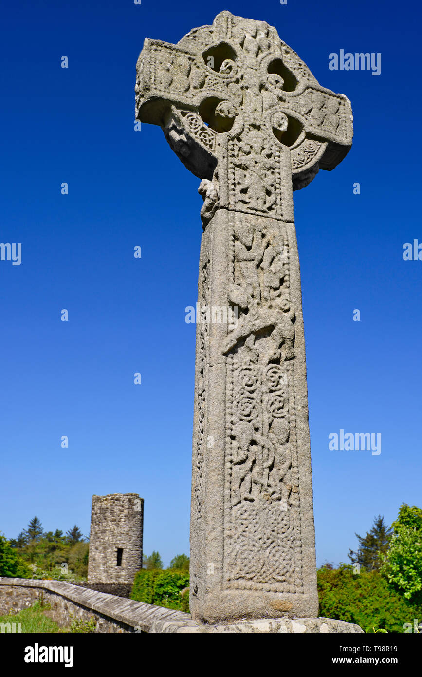 Ireland, County Sligo, Drumcliffe High Cross  with stump of Round Tower in the background. - Stock Image
