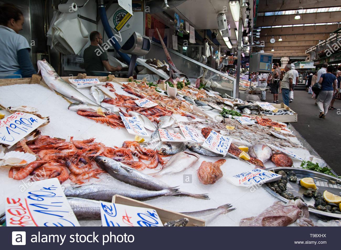 fish counter, mercato orientale in genoa - Stock Image