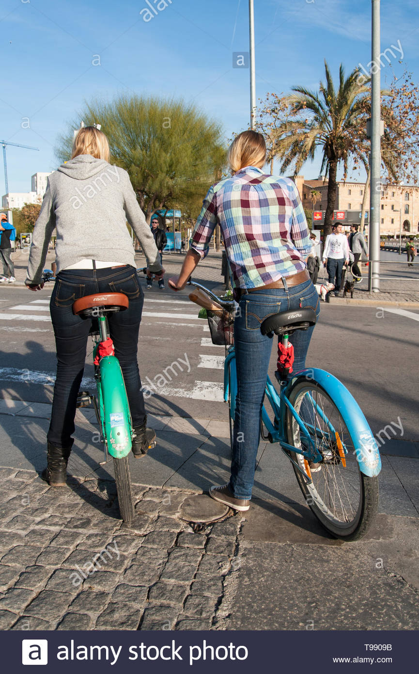 Barcelona, women on bicycles in port vell - Stock Image