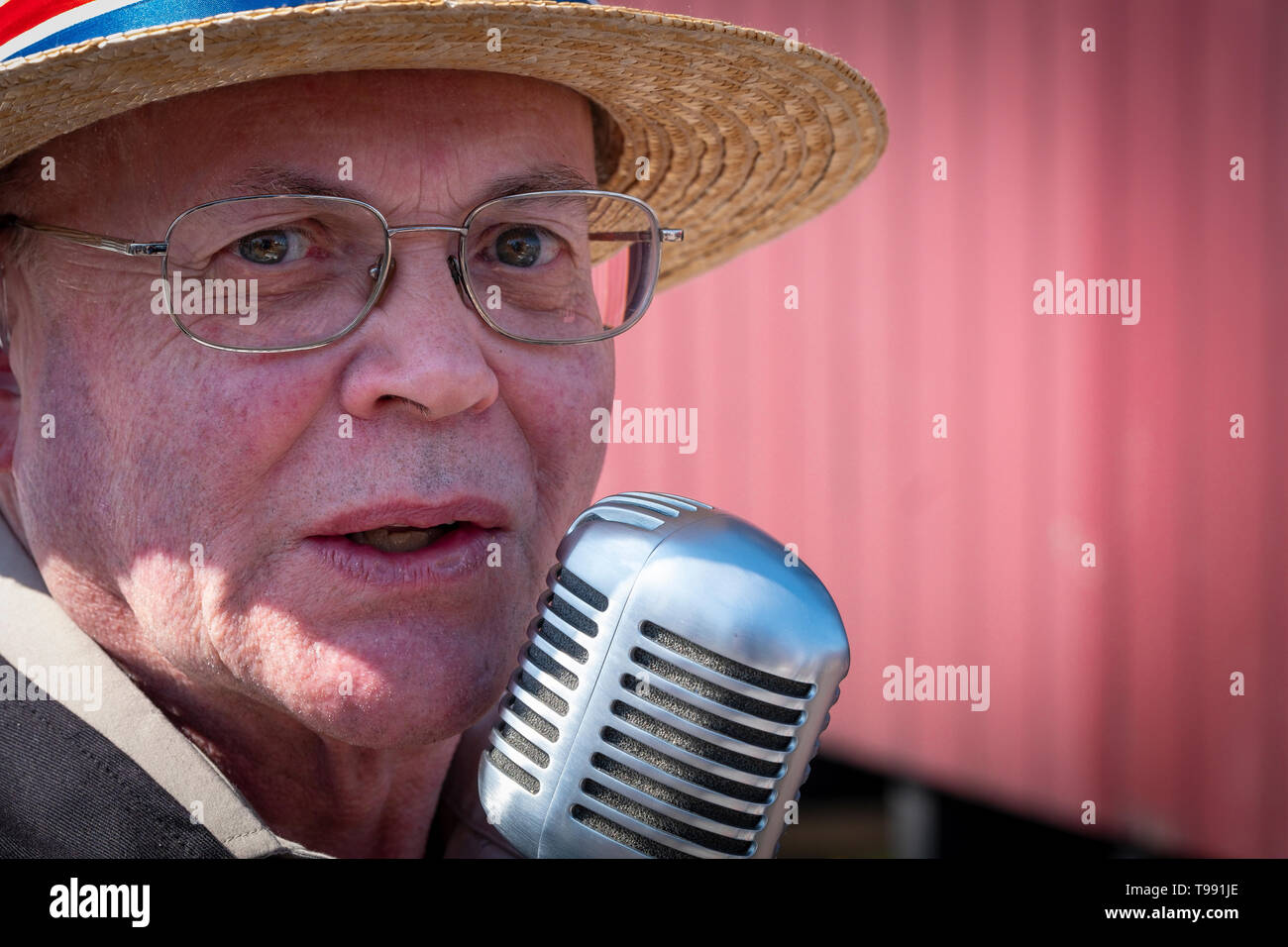 Old time singer at a steam engine rally. - Stock Image