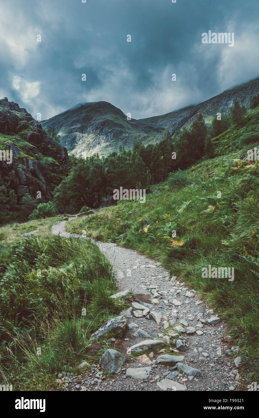 Weg zu Steall Falls, Glen Nevis, Highlands, Schottland|Way to Steall Falls, Glen Nevis, Highlands, Scotland - Stock Image
