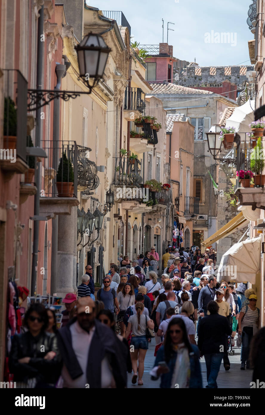 Corso Umberto pedestrian precinct, Taormina, Sicily. - Stock Image