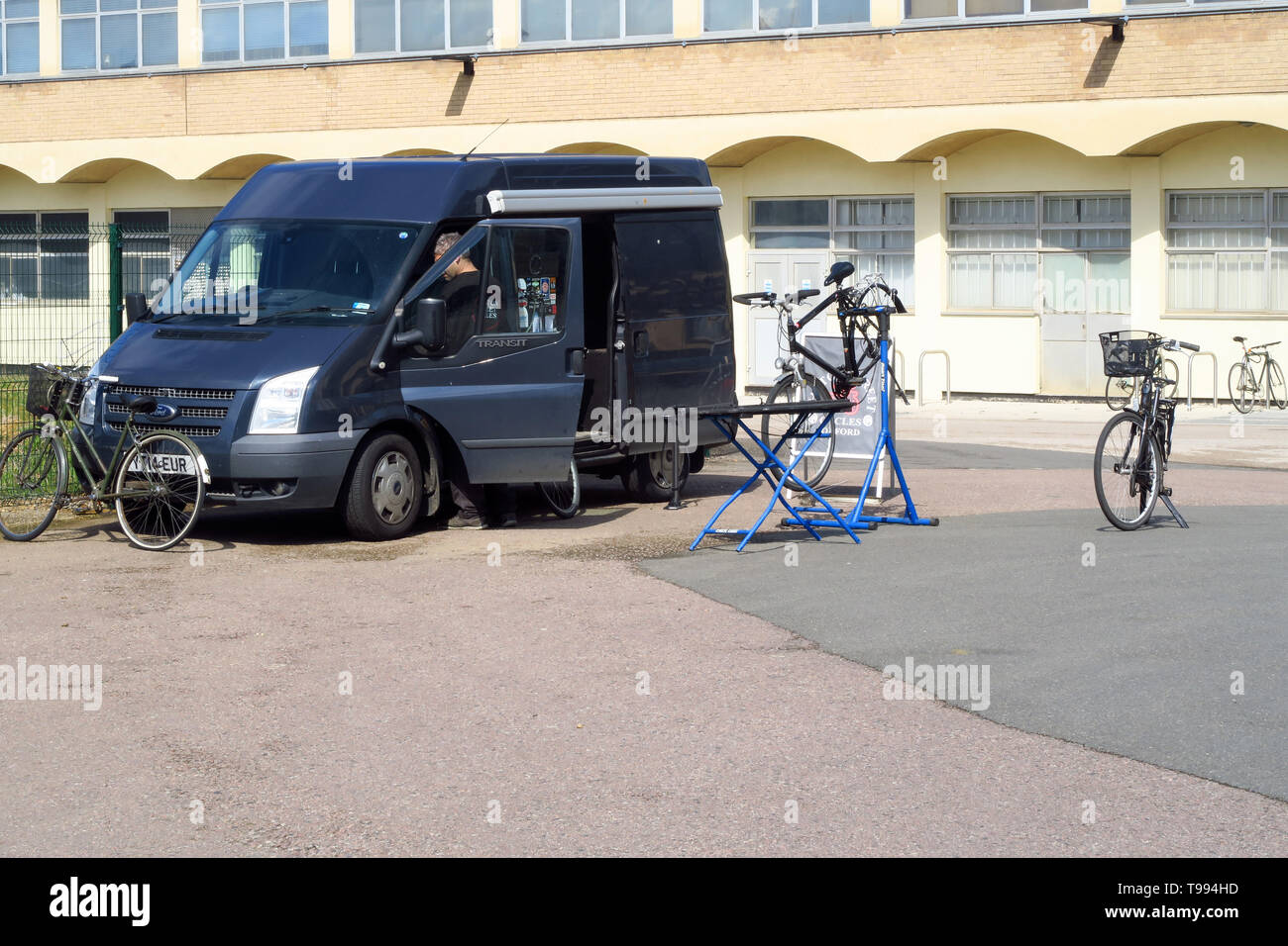 Mobile bicycle repair van on the Green Templeton site of Oxford University's Observatory Quarter Stock Photo