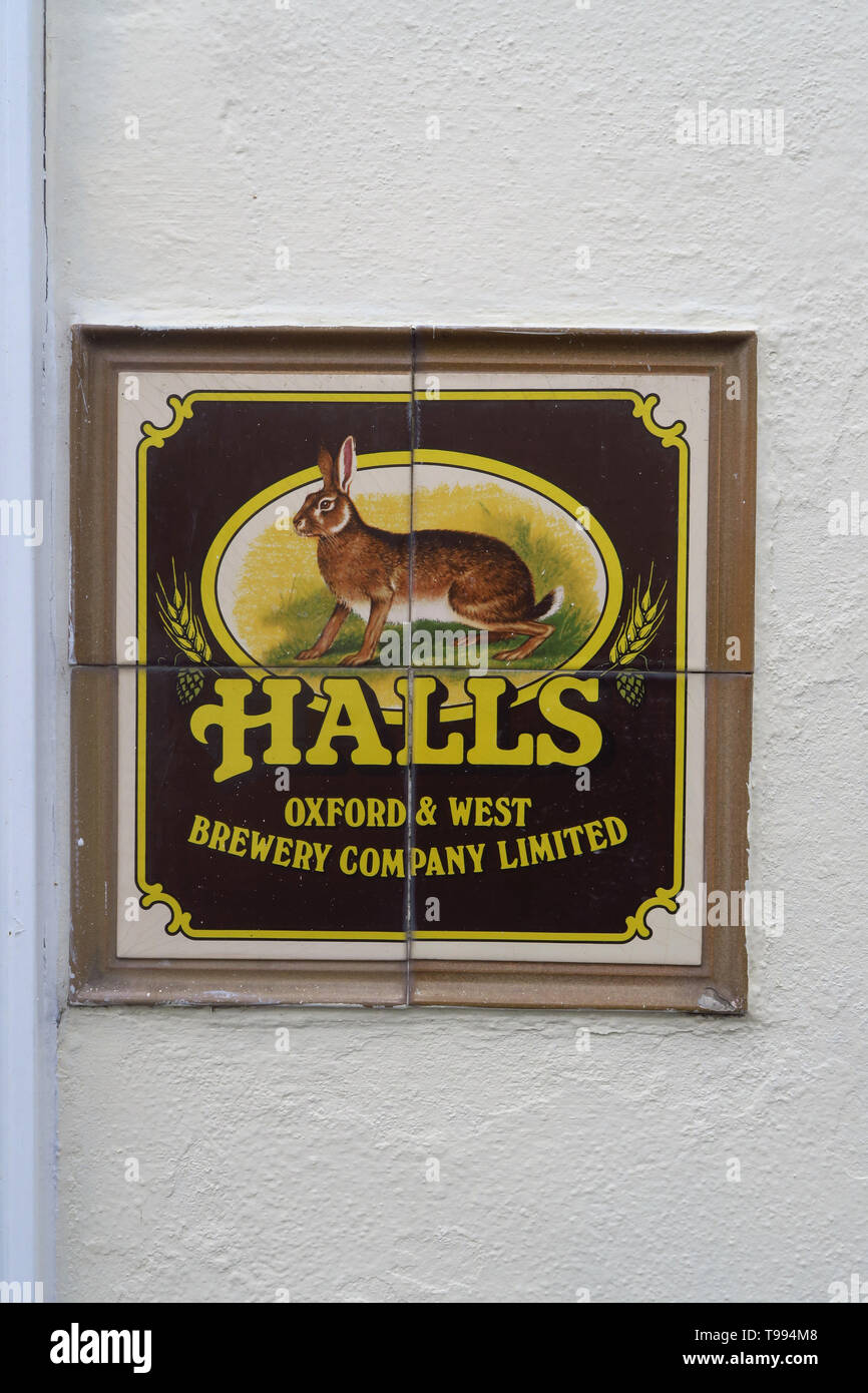 Halls Brewery sign on the wall outside the former Albert Arms public house, Albert Street, Jericho, Oxford Stock Photo